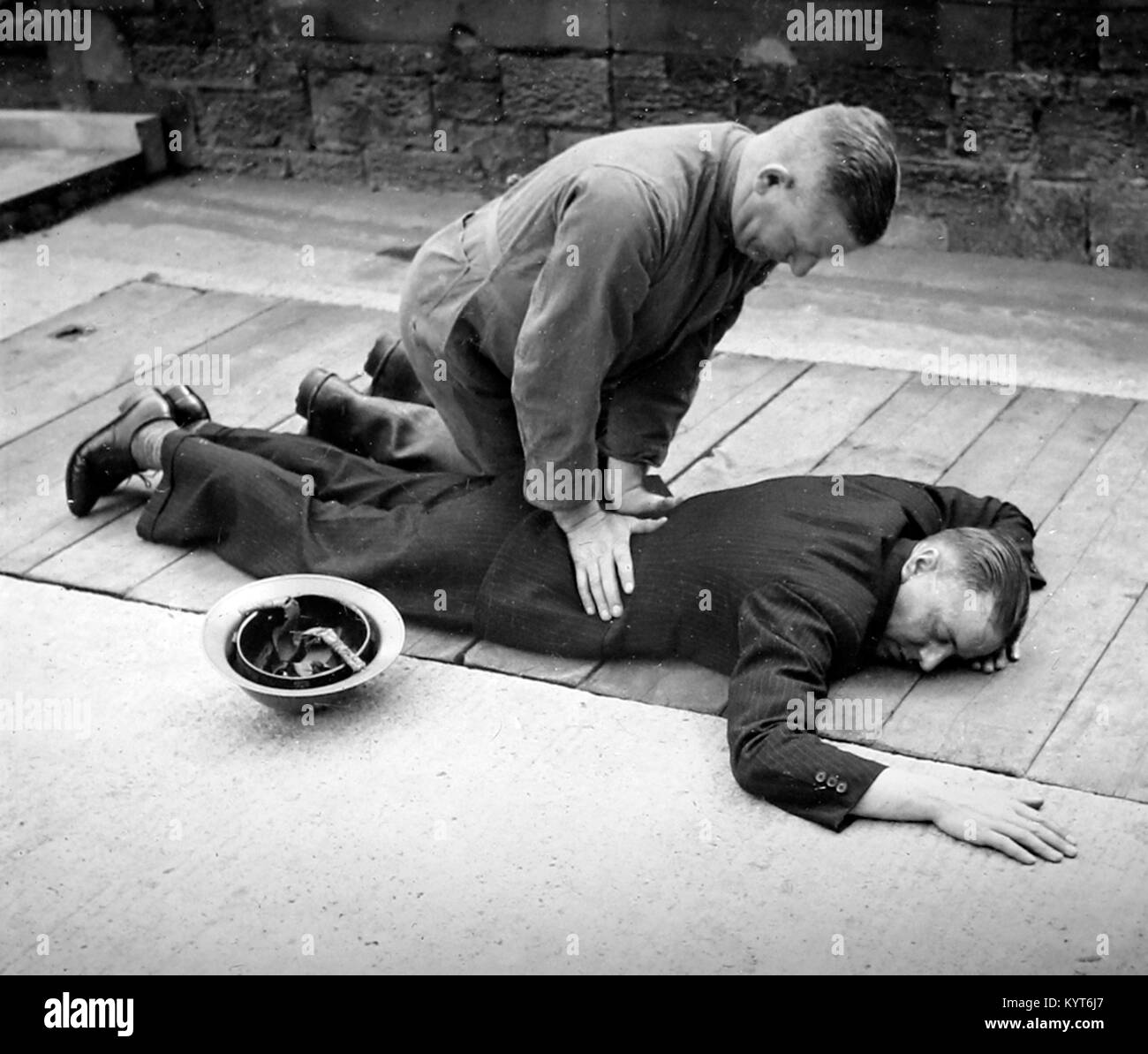 Applying artificial respiration, ARP training exercise during WW2 - Stock Image