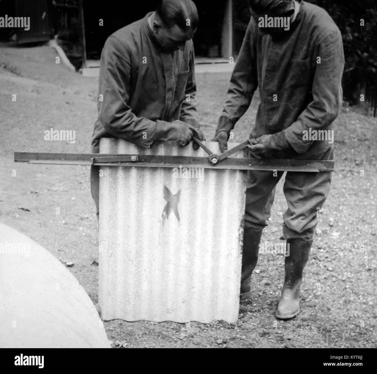 Building an Anderson shelter, ARP training exercise during WW2 - Stock Image