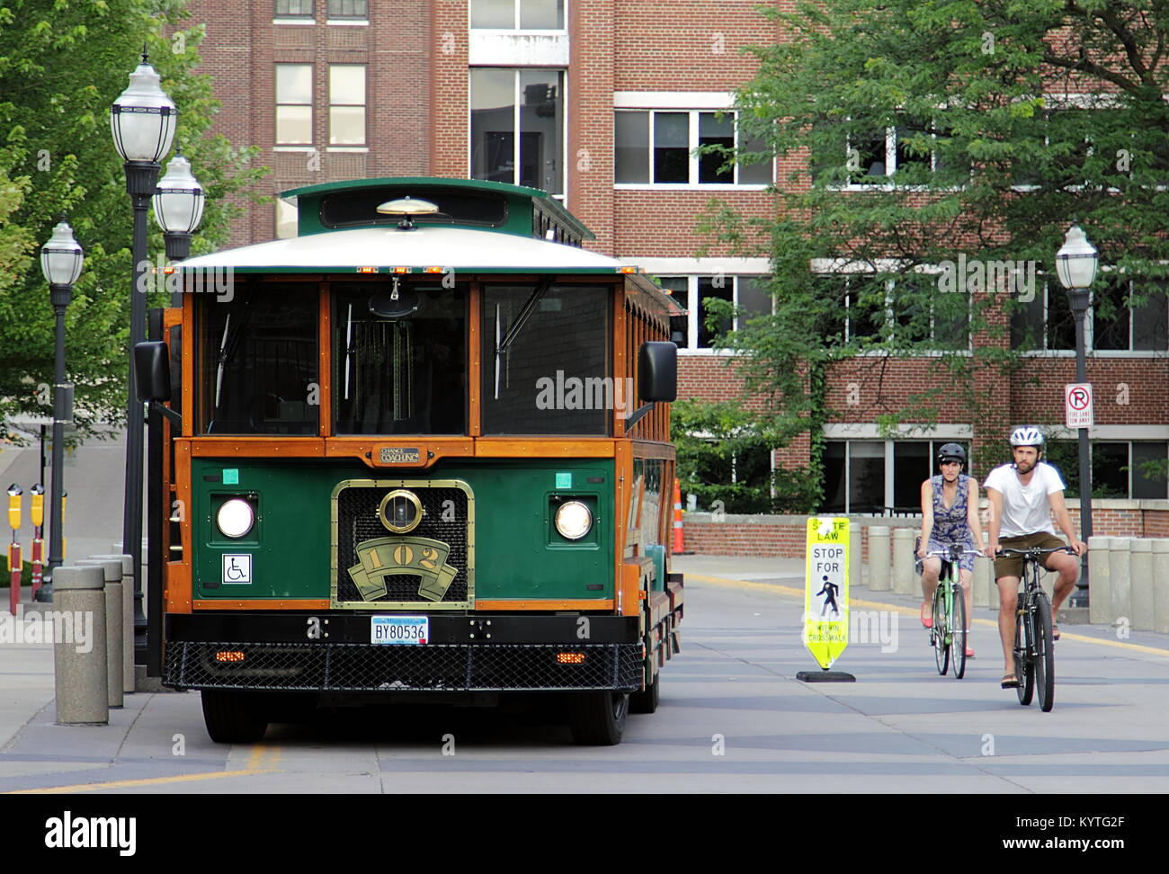 Minneapolis, Minnesota - July 8, 2015: a bus and two bicyclists in University of Minnesota - Stock Image