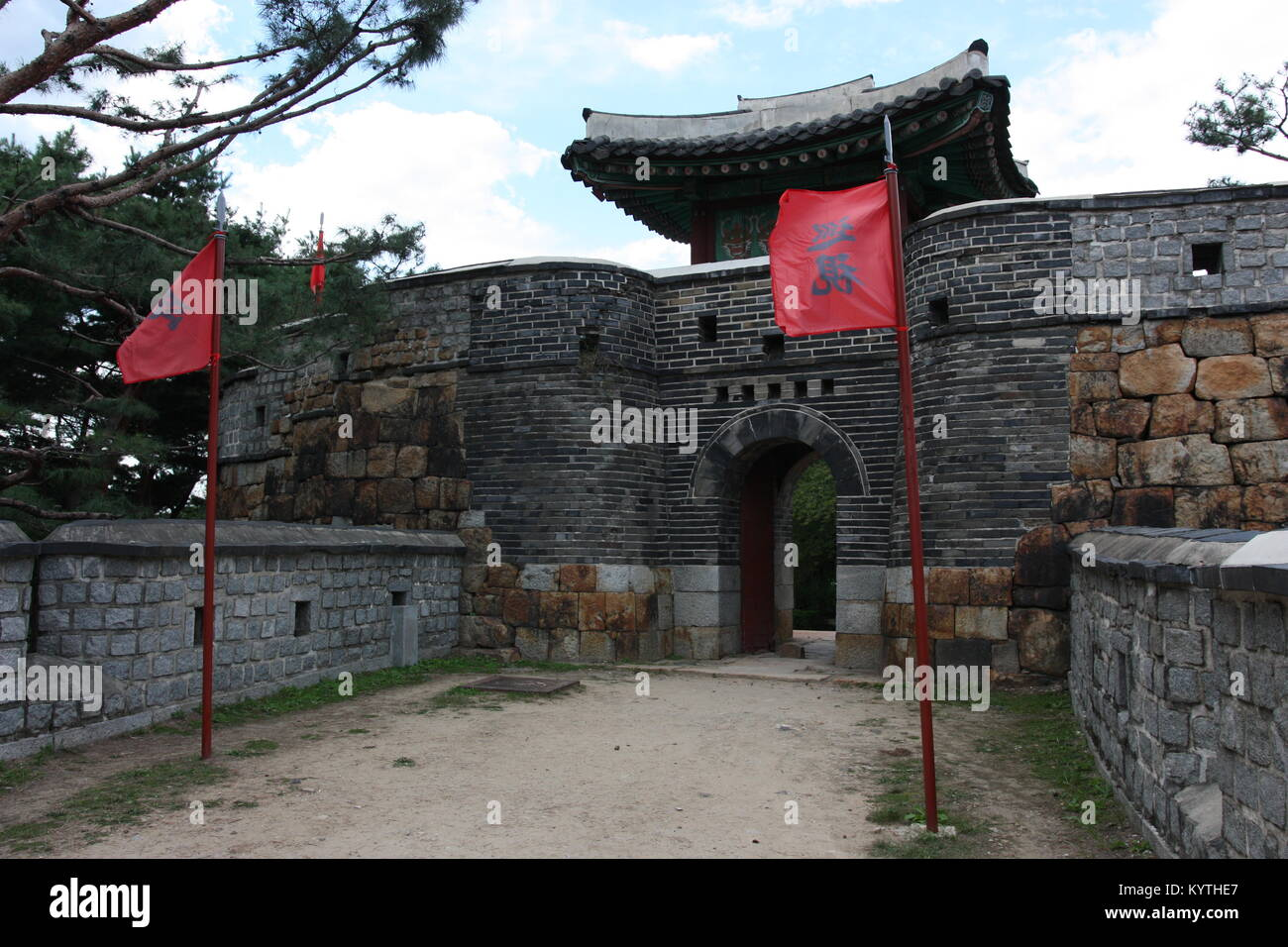 Gate in Hwaseong fortress in Suwon, Korea - Stock Image