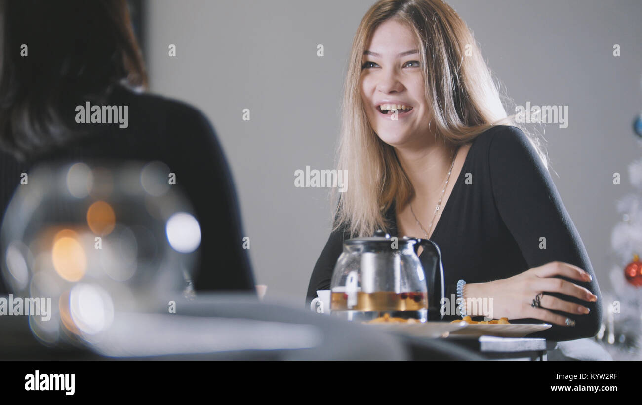 Portrait of pretty blonde young woman in cafe - Stock Image