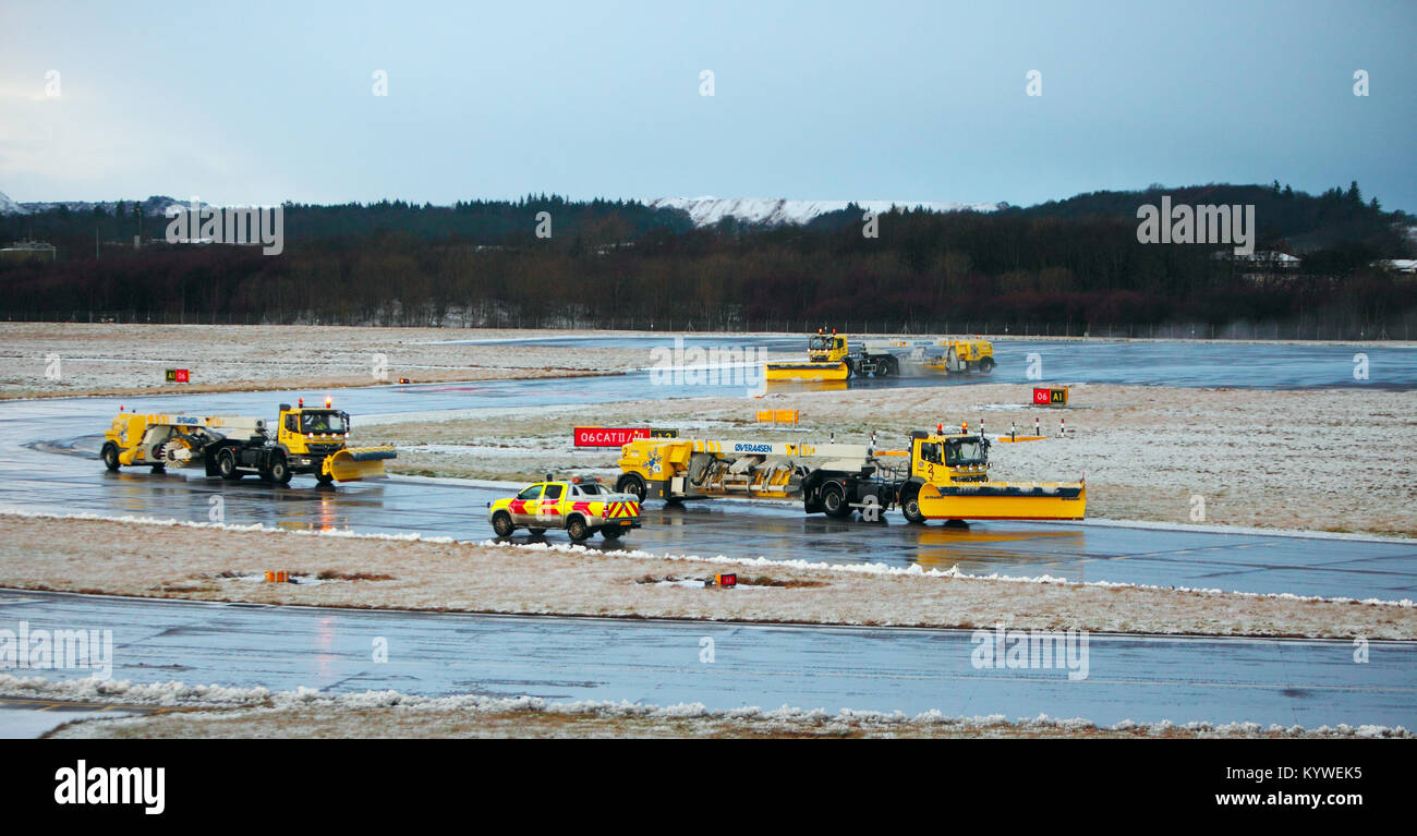 Edinburgh, UK. 16th Jan, 2018. UK Weather, Delays at Edinburgh Airport Tuesday 16th January 2018 as snow and ice - Stock Image