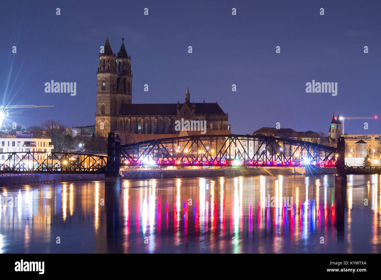 Magdeburg, Germany. 17th Jan, 2018. The silhouette of the Magdeburg Cathedral and the former Hubbruecke bridge shining - Stock Image