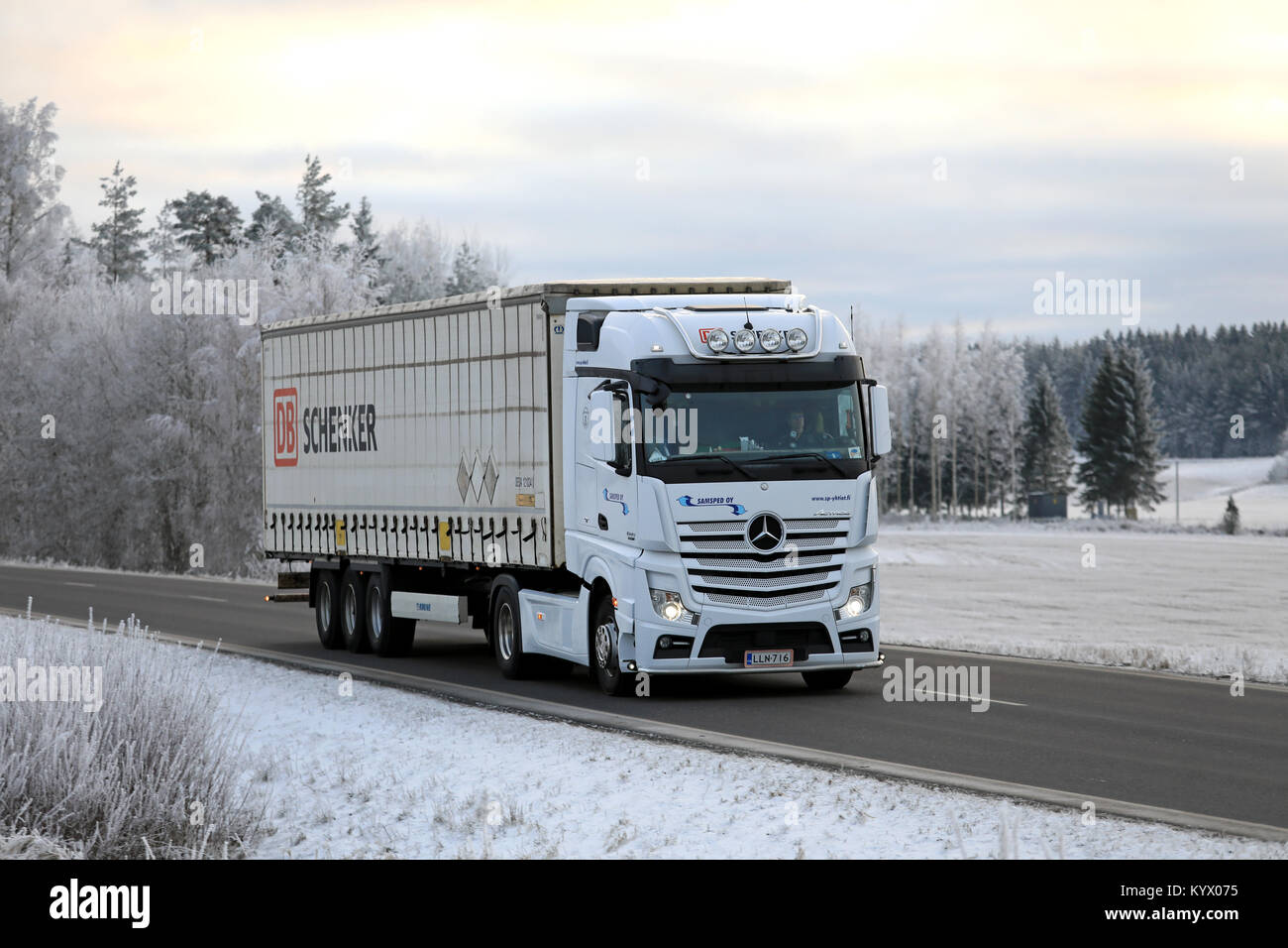mercedes lorry stock photos mercedes lorry stock images alamy. Black Bedroom Furniture Sets. Home Design Ideas