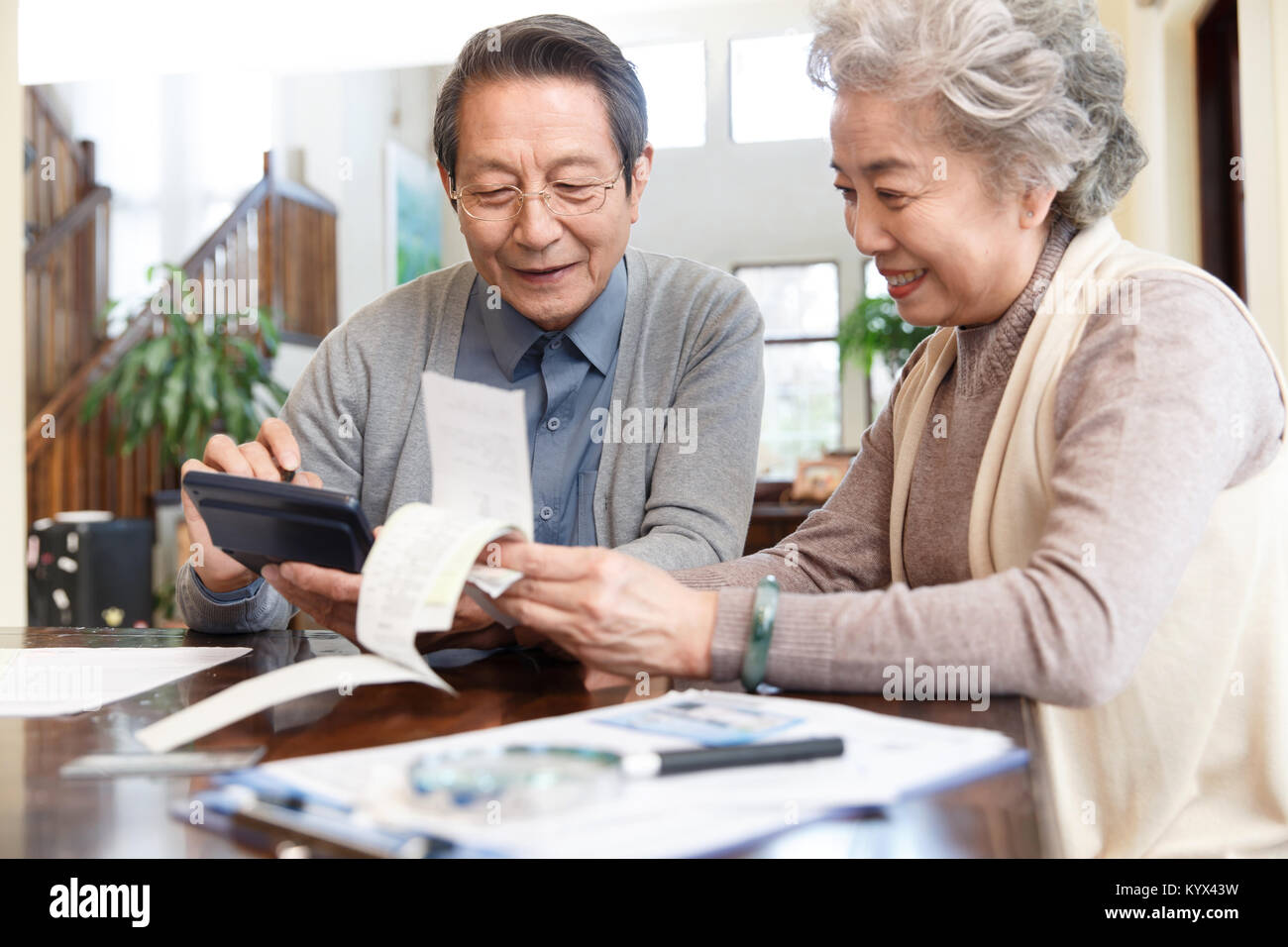 Elderly couples are managing finances - Stock Image