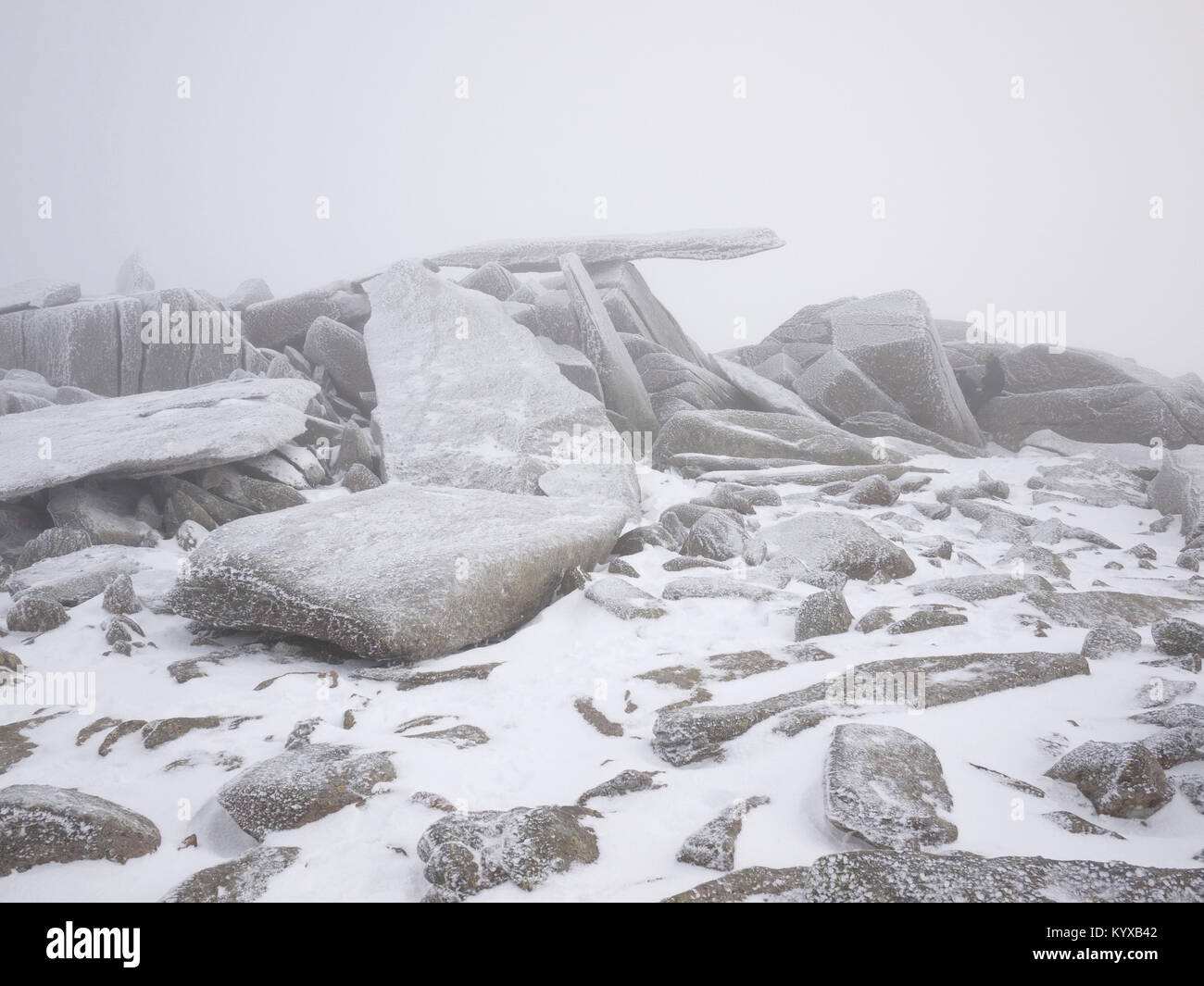 The cantilever, a rock feature on the summit plateau of Glyder Fach, Snowdonia - Stock Image