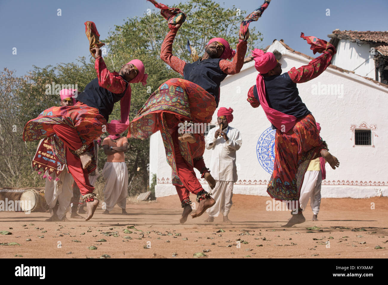 art traditions of eastern rajasthan a Art and crafts of rajasthan is an integral part of the state each district and cities of rajasthan specializes in different art forms some of the museum in rajasthan exhibits the objects of different regions.