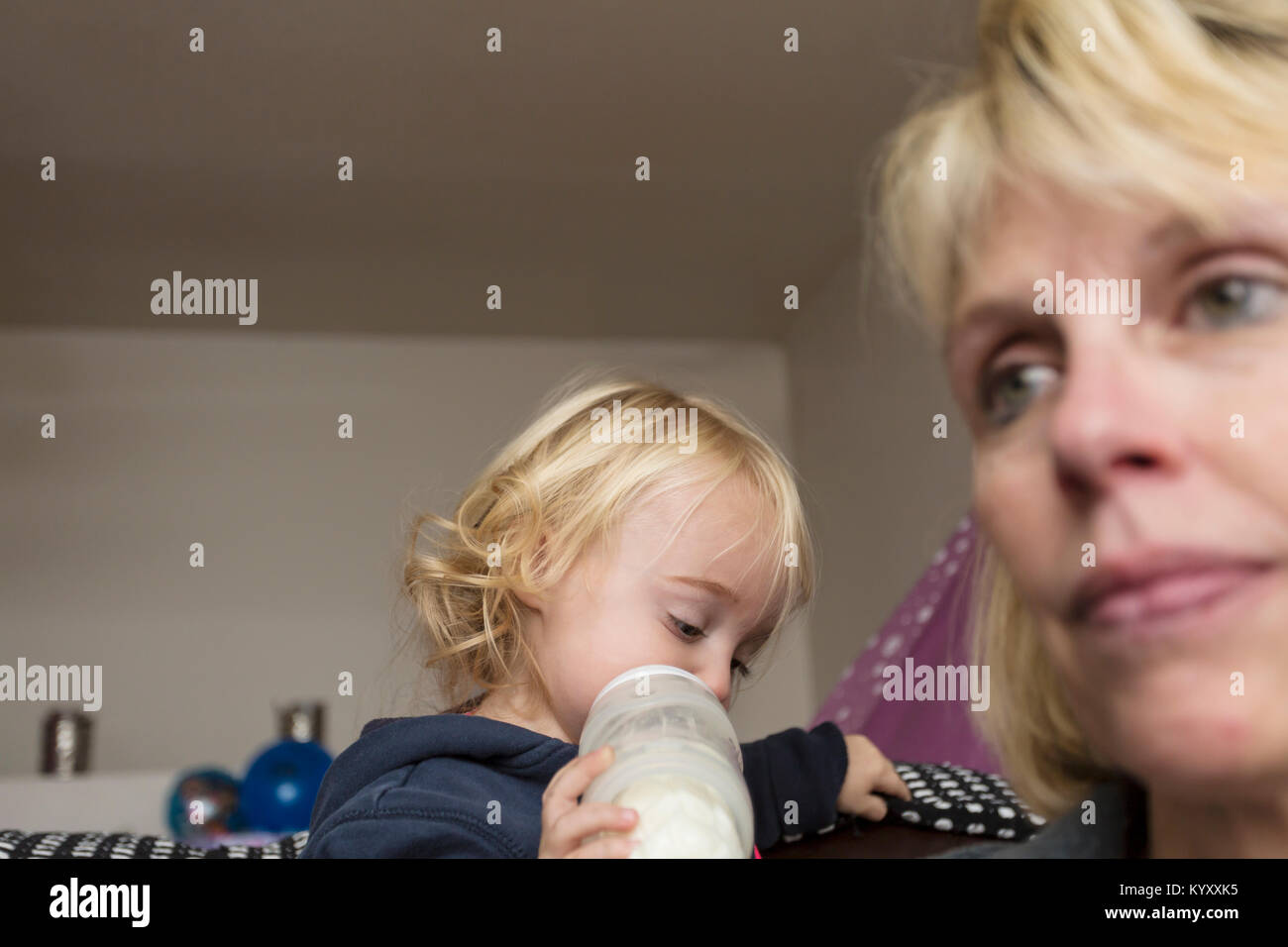 depressed mother with 2 year old baby - Stock Image