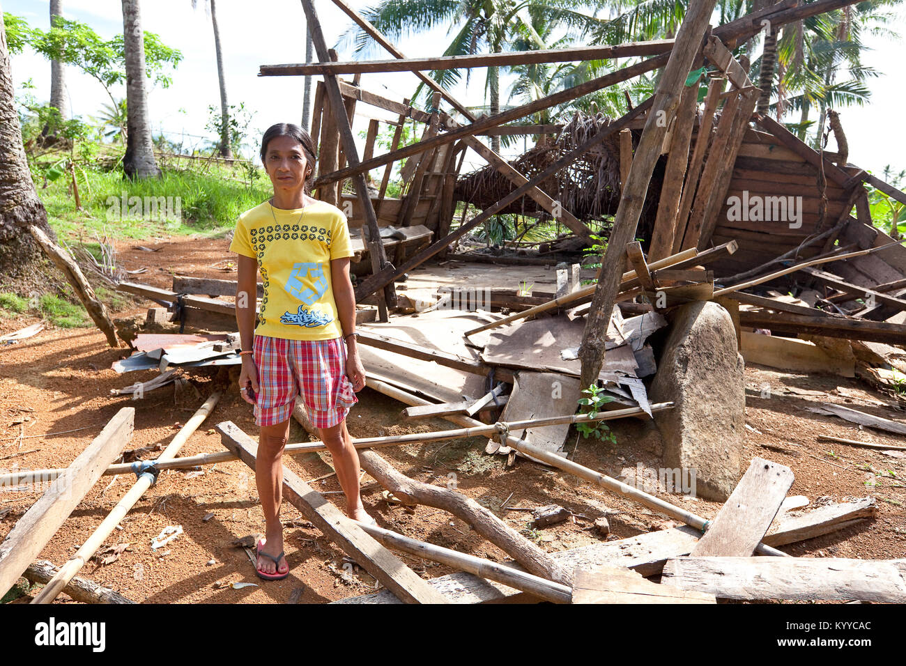 Lady stands in front of the remains of her house, destroyed by Typhoon Glenda, in rural Banquerohan, Albay, Philippines. - Stock Image