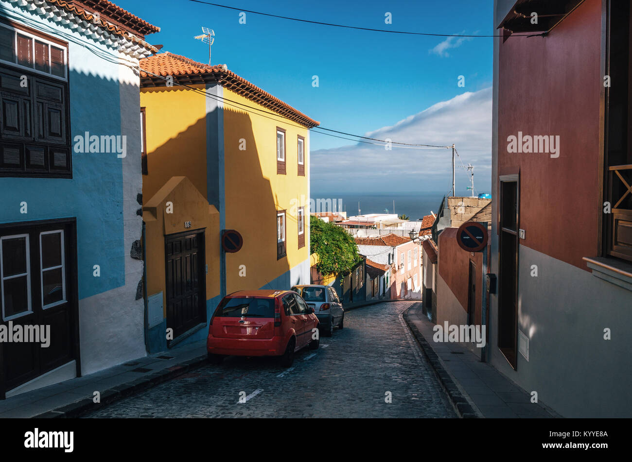 Narrow sloping street in hilly town of La Orotava with colorful retro houses ,Tenerife island, Canarias, Spain. - Stock Image