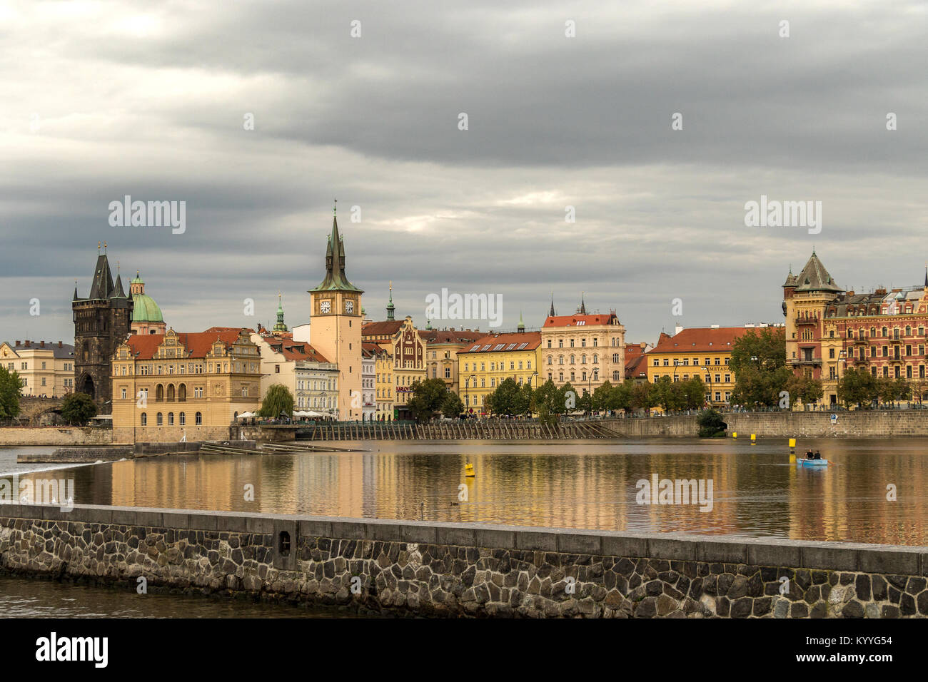 A couple rowing a boat rowing a boat on the River Vltava in Prague , Czech Republic - Stock Image