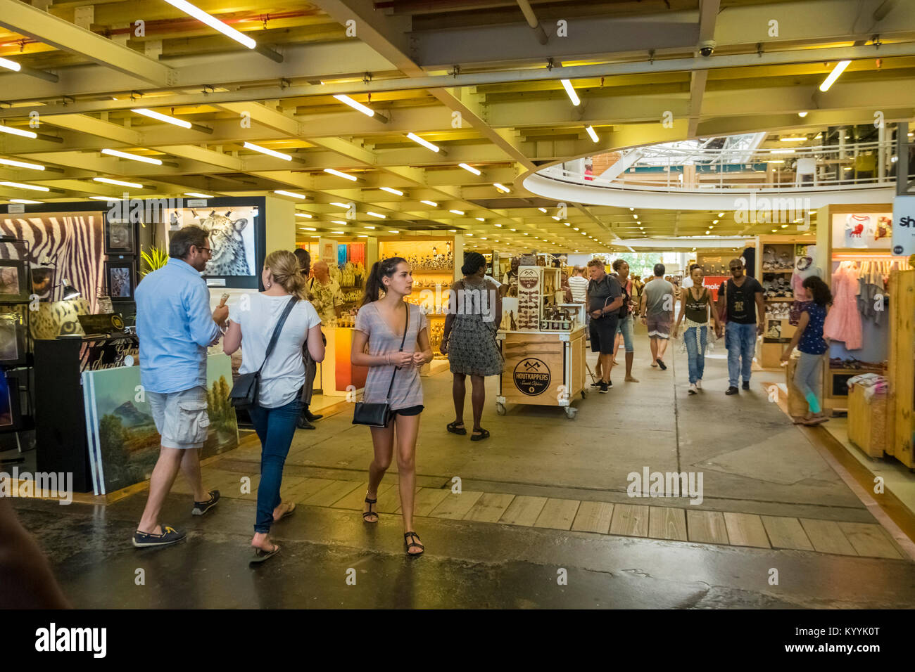 People shopping at The Watershed, V&A Waterfront, Cape Town, South Africa - Stock Image