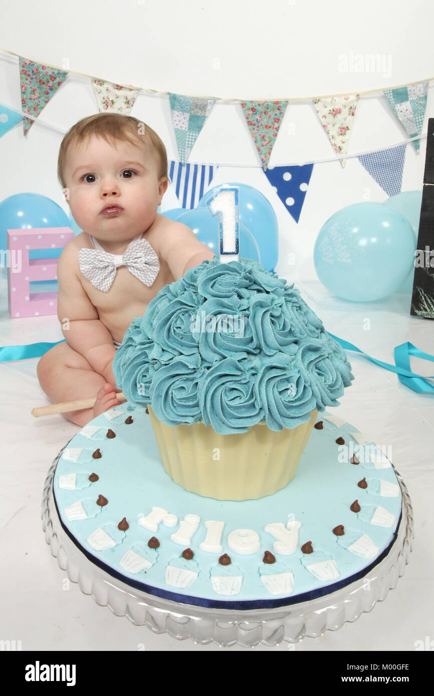 Marvelous 1 Year Old Boy Birthday Party Cake Smash Fun Food Stock Photo Personalised Birthday Cards Veneteletsinfo
