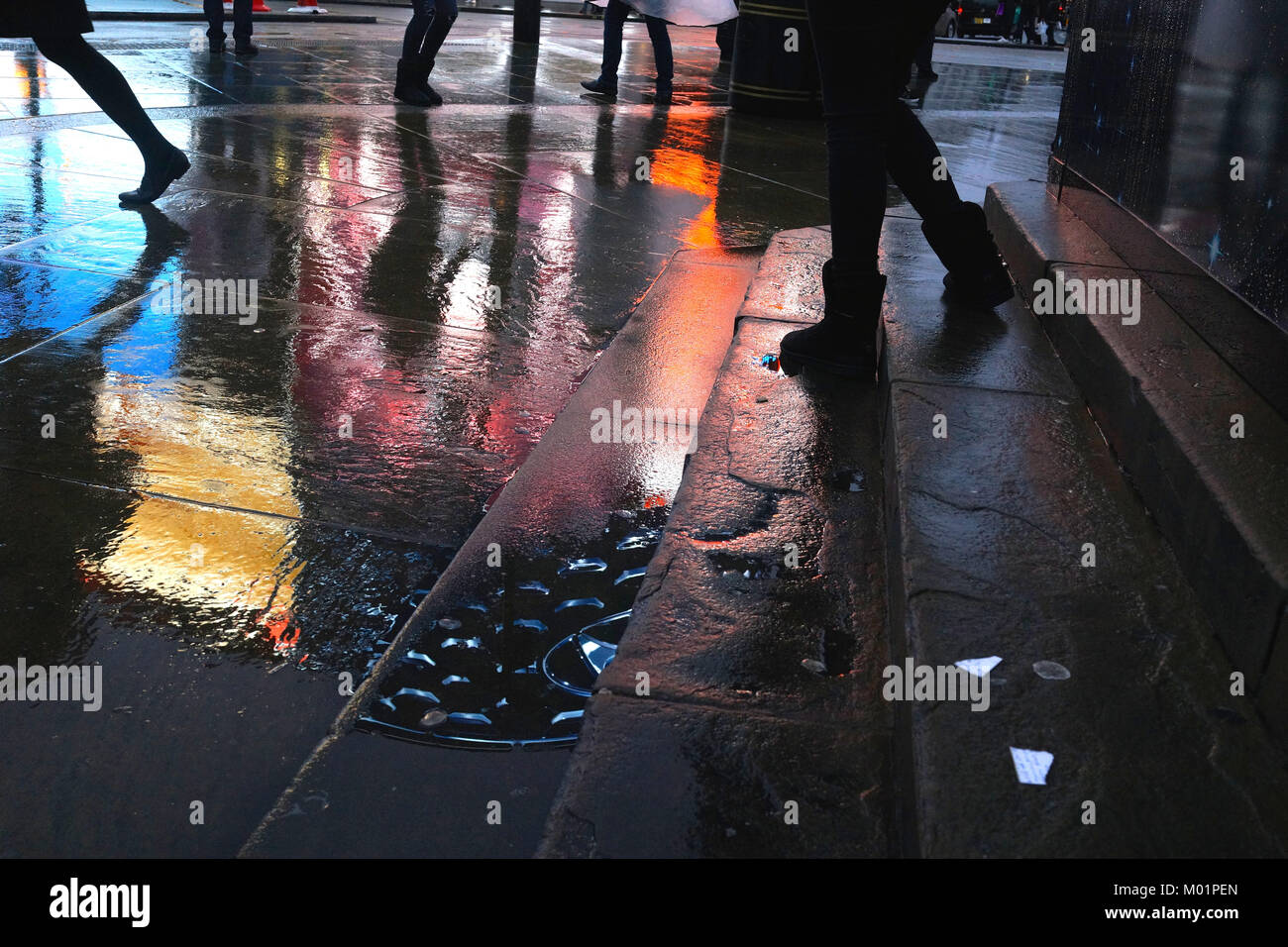 Legs and feet (Piccadilly Circus, London) - Stock Image
