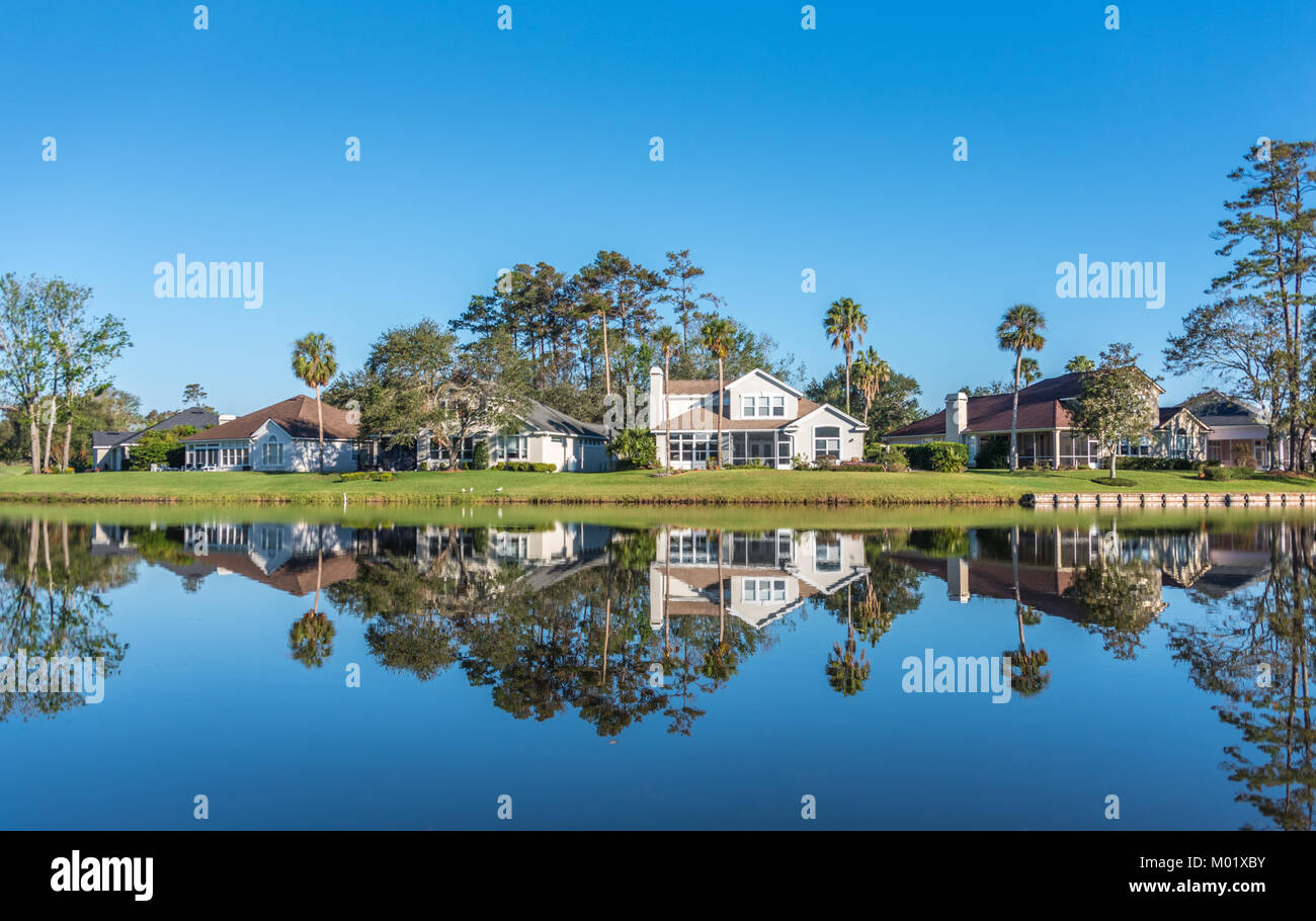 Upscale waterfront homes along Dye's Valley Course at Sawgrass Players Club, a private, gated golf community - Stock Image