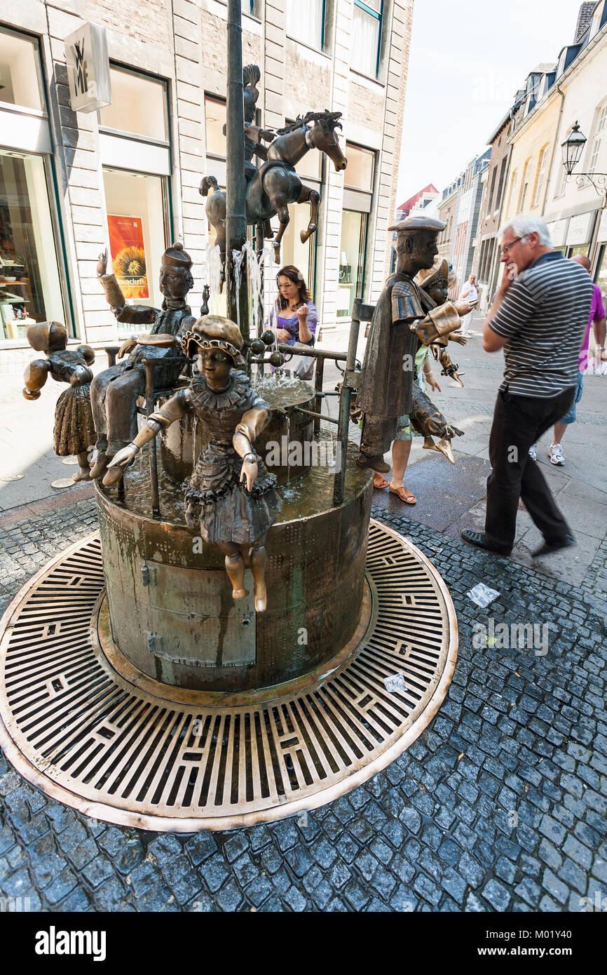 AACHEN, GERMANY - JUNE 27, 2010: people near Puppenbrunnen (Dolls fountain) on Kramerstrasse street in Aachen city - Stock Image