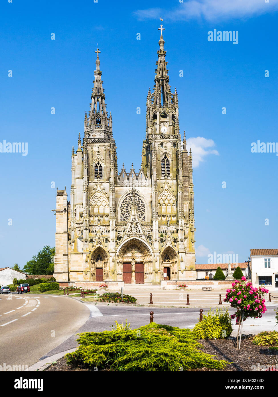 Travel to France - front view of Basilique Notre-Dame de l'Epine (Basilica of Our Lady of the Thorn) in village - Stock Image