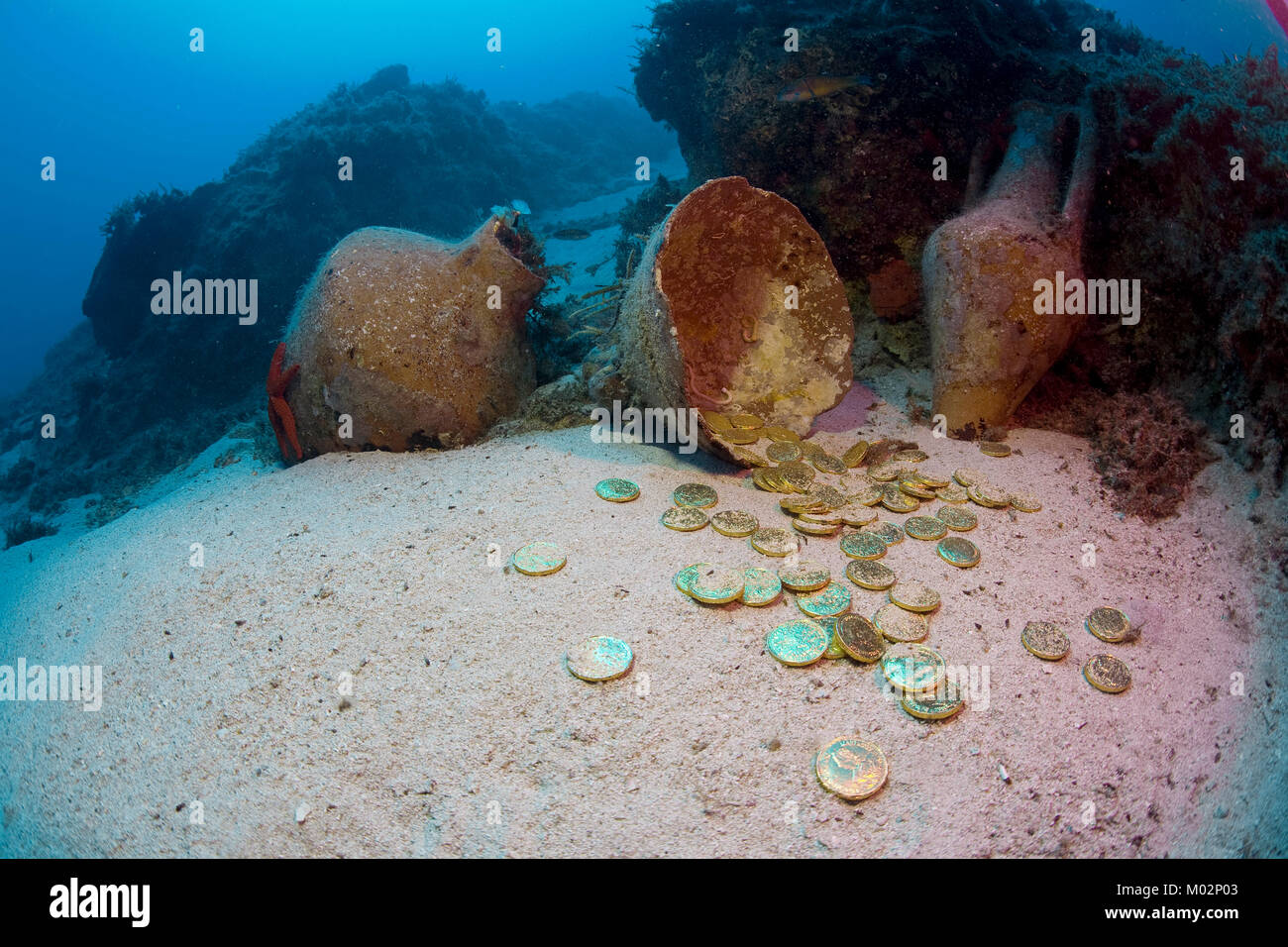 Underwater treasure, old amphoras of 2nd century B.C and gold coins on seabed, Lykia, Mediterranean sea, Turkey - Stock Image