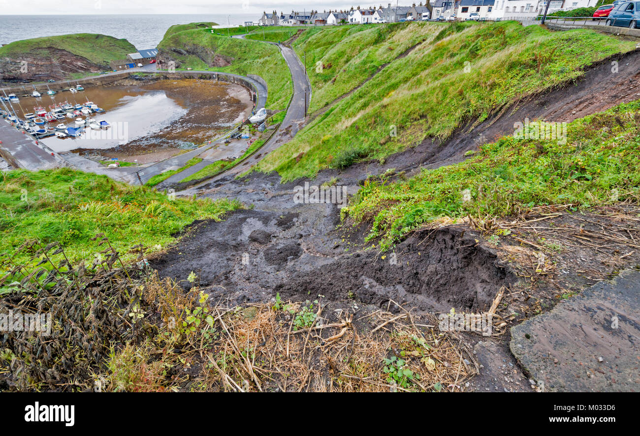 PORTKNOCKIE MORAY SCOTLAND LANDSLIPS FROM CLIFFS INTO HARBOUR AREA DUE TO SEVERE RAINFALL SEPTEMBER 2017 NO.1 - Stock Image