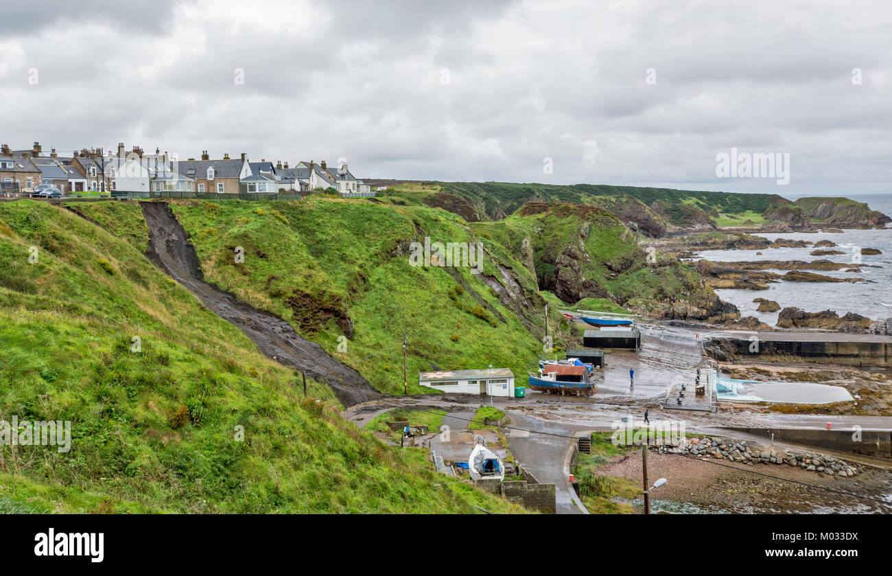 PORTKNOCKIE MORAY SCOTLAND LANDSLIPS FROM CLIFFS INTO THE HARBOUR AREA DUE TO SEVERE RAINFALL SEPTEMBER 2017 NO.4 - Stock Image