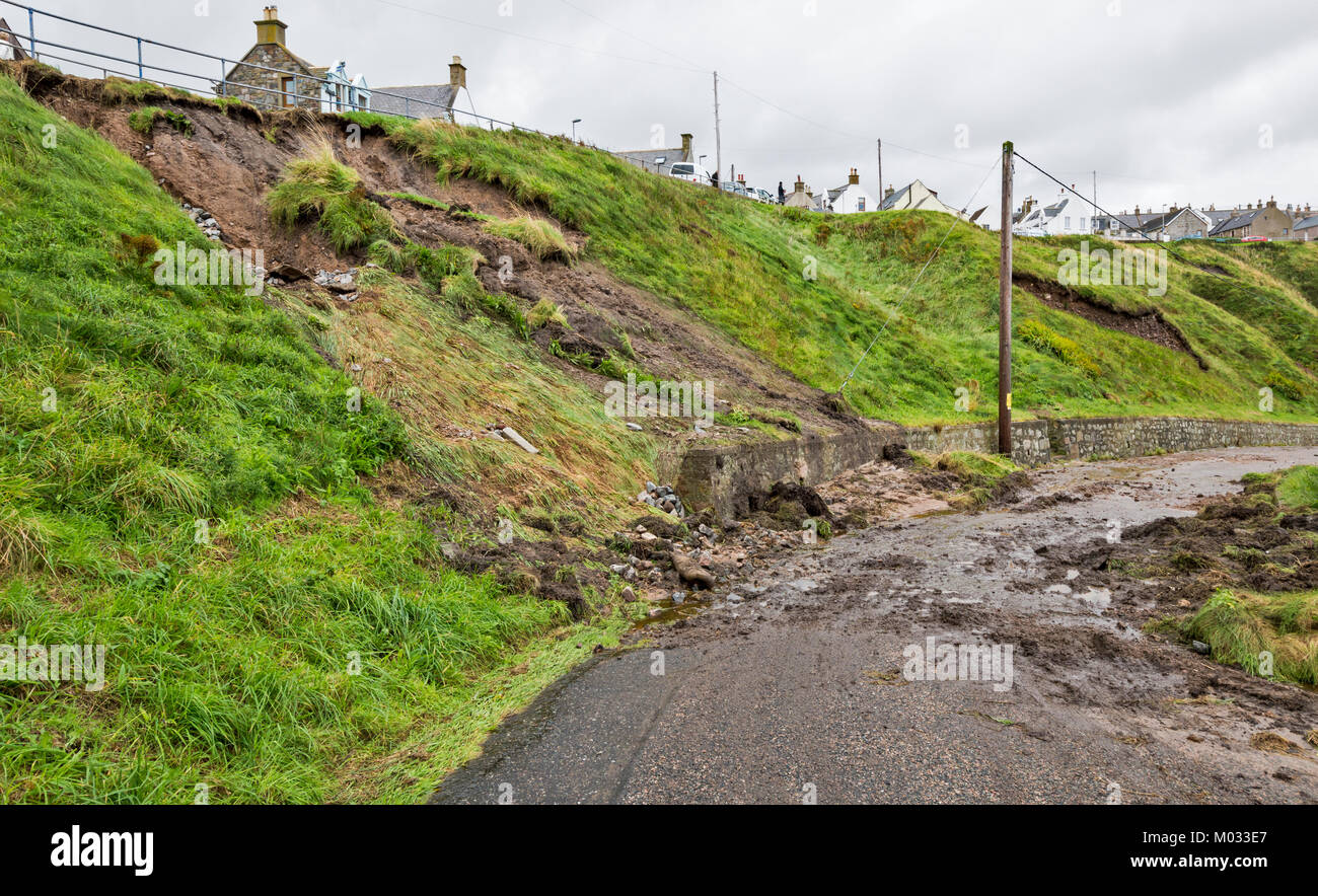 PORTKNOCKIE MORAY SCOTLAND LANDSLIPS FROM CLIFFS INTO THE HARBOUR AREA DUE TO SEVERE RAINFALL SEPTEMBER 2017 NO.6 - Stock Image