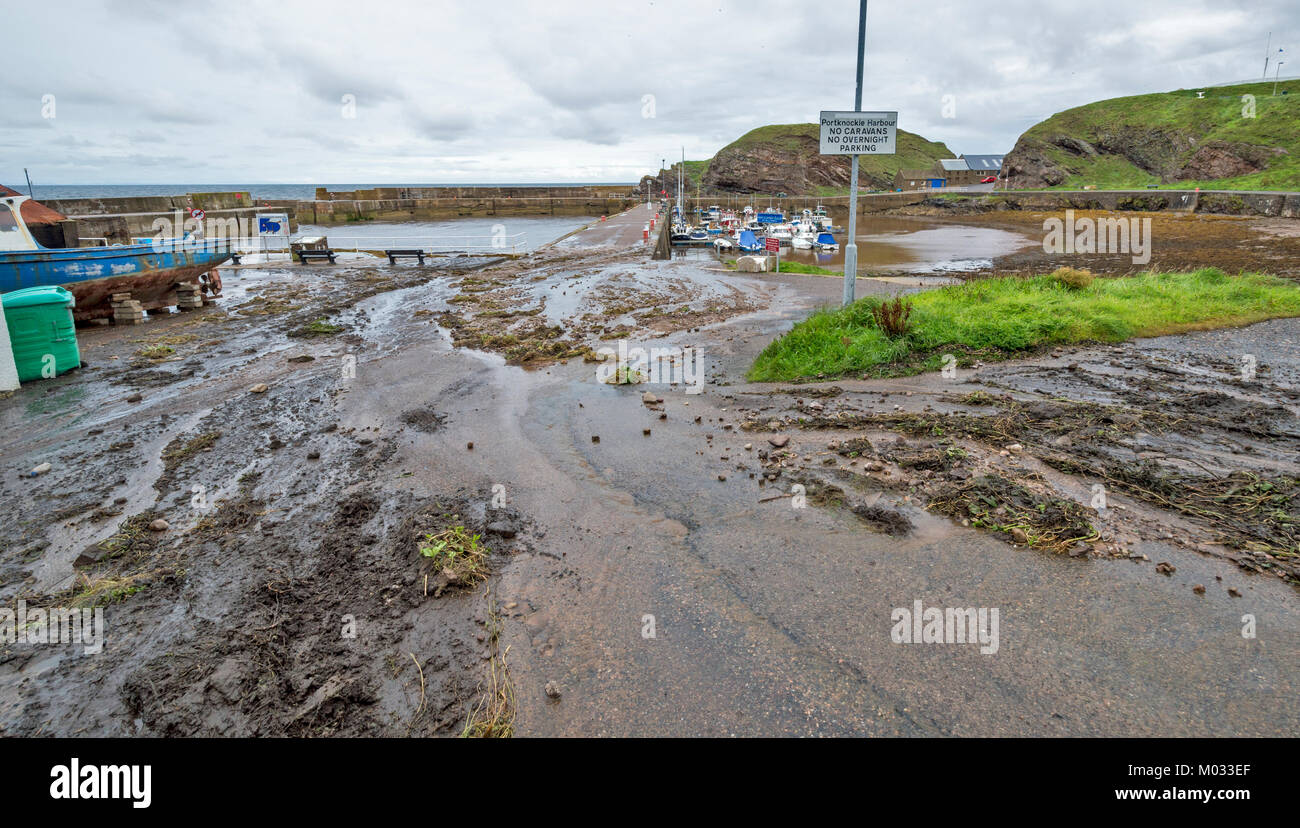 PORTKNOCKIE MORAY SCOTLAND LANDSLIPS FROM CLIFFS INTO THE HARBOUR AREA DUE TO SEVERE RAINFALL SEPTEMBER 2017 NO.8 - Stock Image