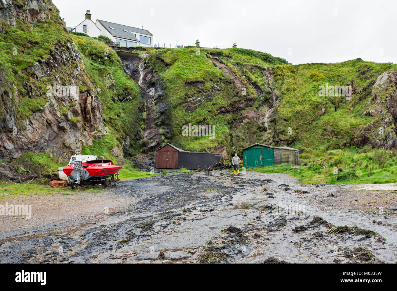 PORTKNOCKIE MORAY SCOTLAND LANDSLIPS FROM CLIFFS INTO THE HARBOUR AREA DUE TO SEVERE RAINFALL SEPTEMBER 2017 NO.10 - Stock Image
