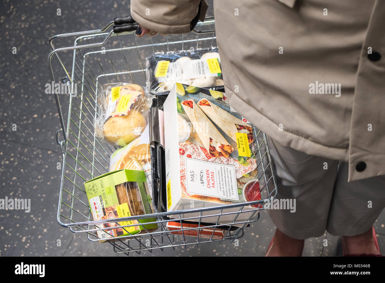 Price reduction. Shopping basket containing only reduced price food, England, UK - Stock Image