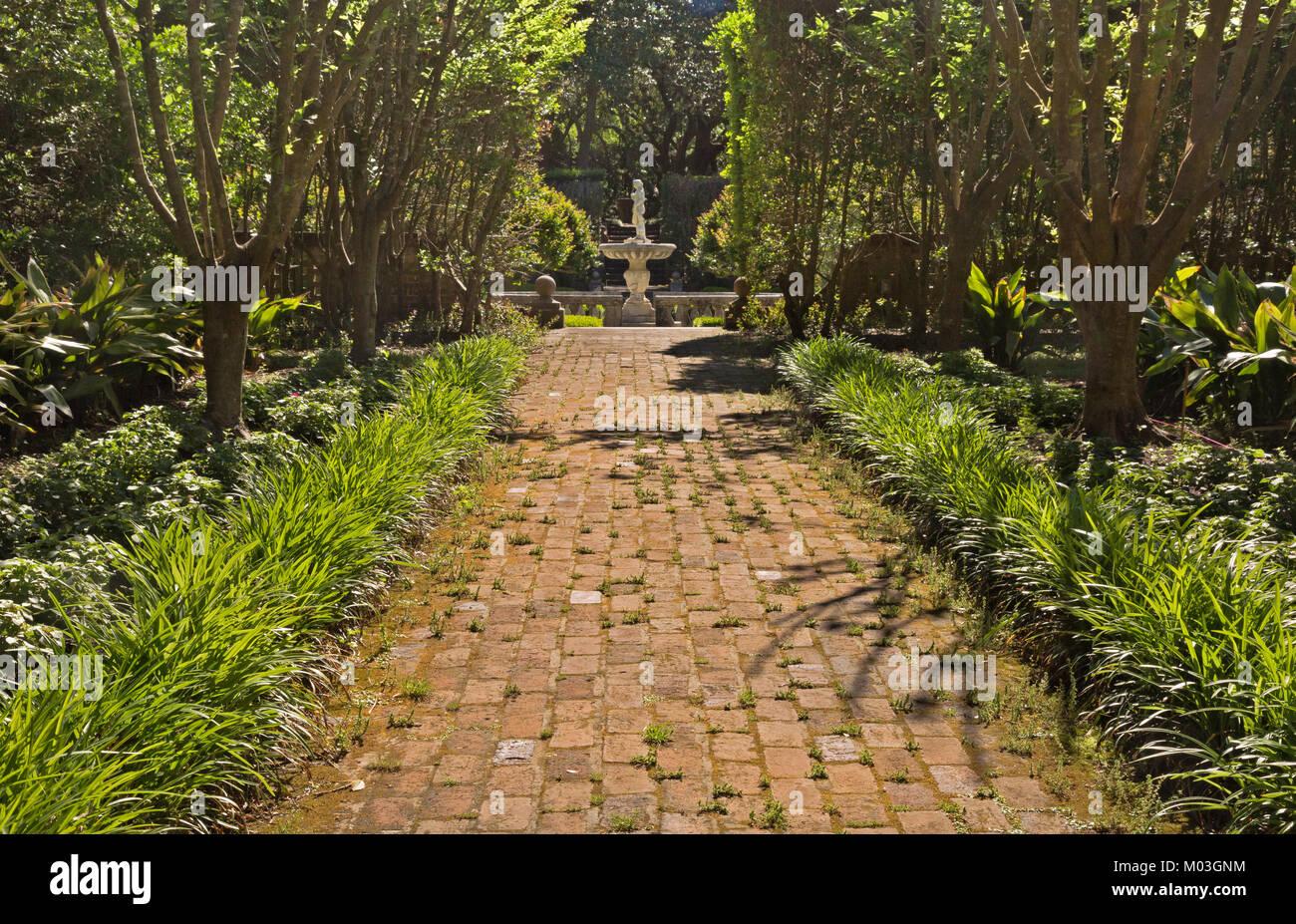 Sunken Walkway Stock Photos & Sunken Walkway Stock Images - Alamy