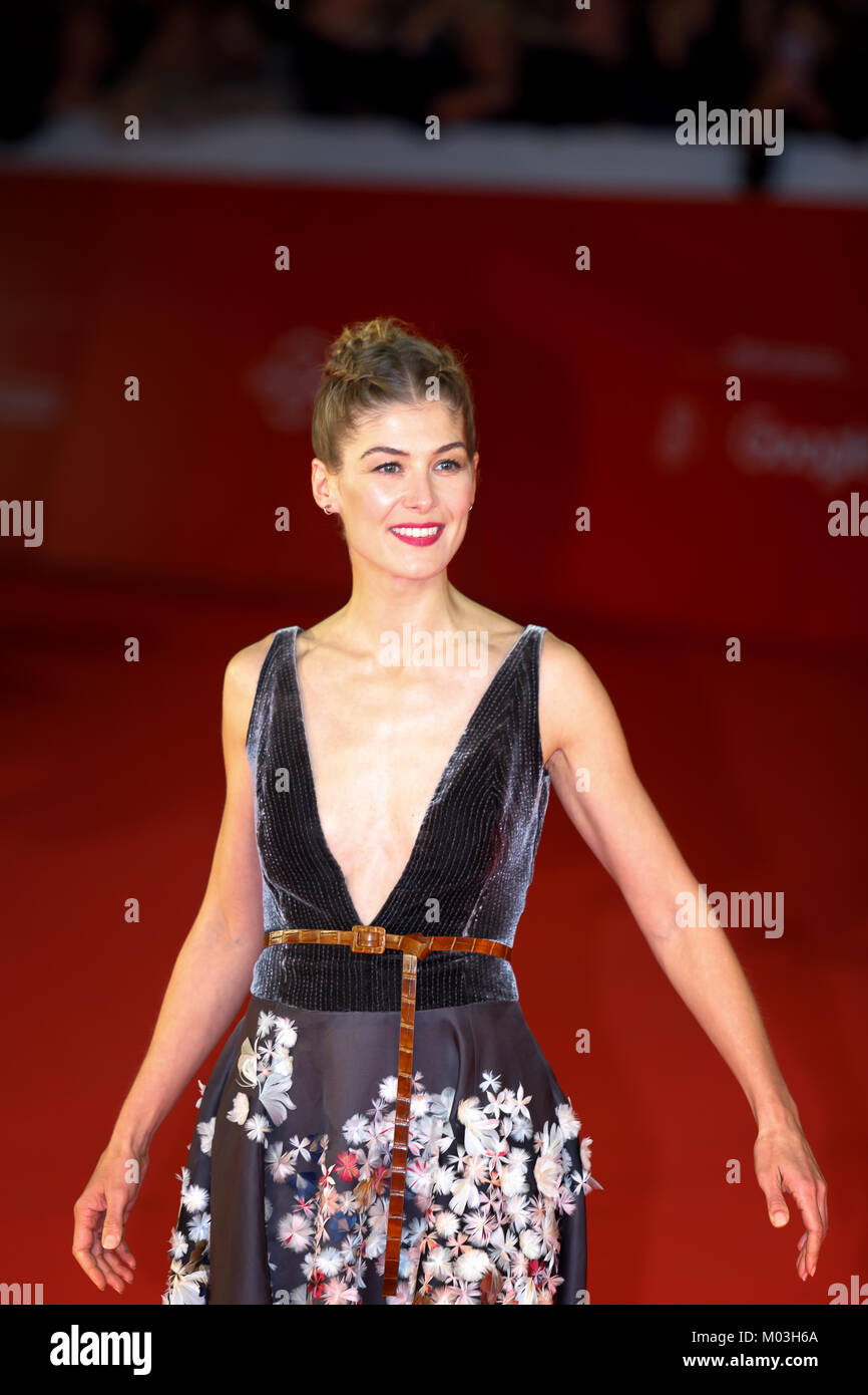 Rome, Italy - October 26, 2017: Rosamund Pike walks on the red carpet of the 12th Rome Film Fest at Auditorium Parco - Stock Image