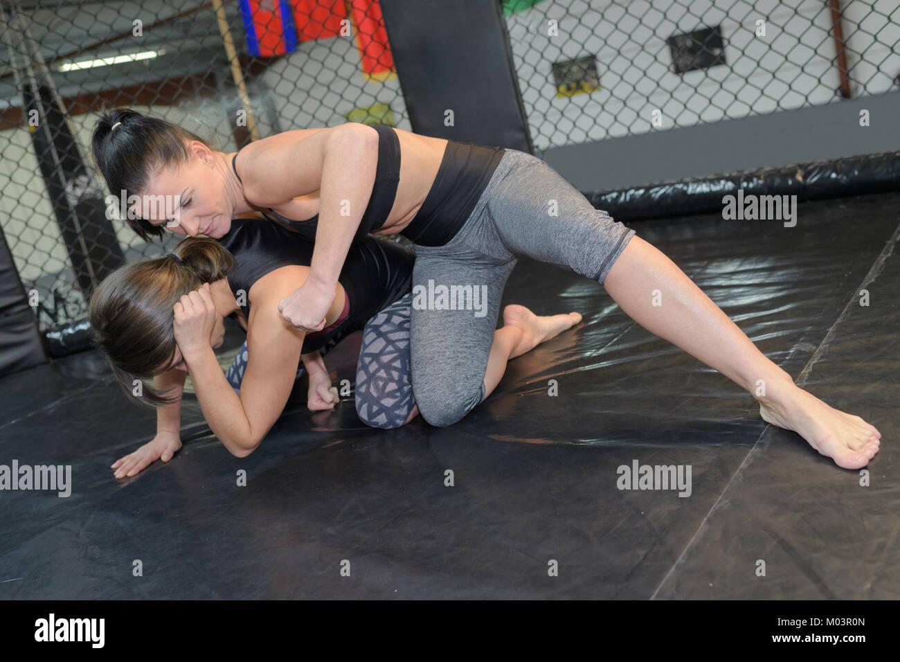 Wrestling barefoot SOUTHERN BELLES