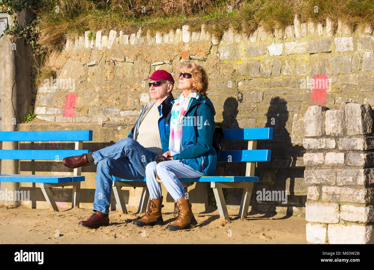 Bournemouth, Dorset, UK. 18th Jan, 2018. UK weather: a lovely sunny day at Bournemouth beach. Couple enjoy the sunshine Stock Photo