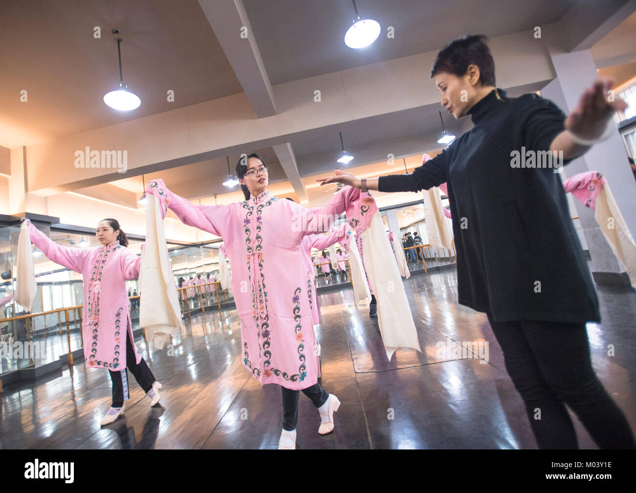 Wuhan, China's Hubei Province. 18th Jan, 2018. Artist Li Lanping (R) from Hubei Peking Opera Academy teaches - Stock Image