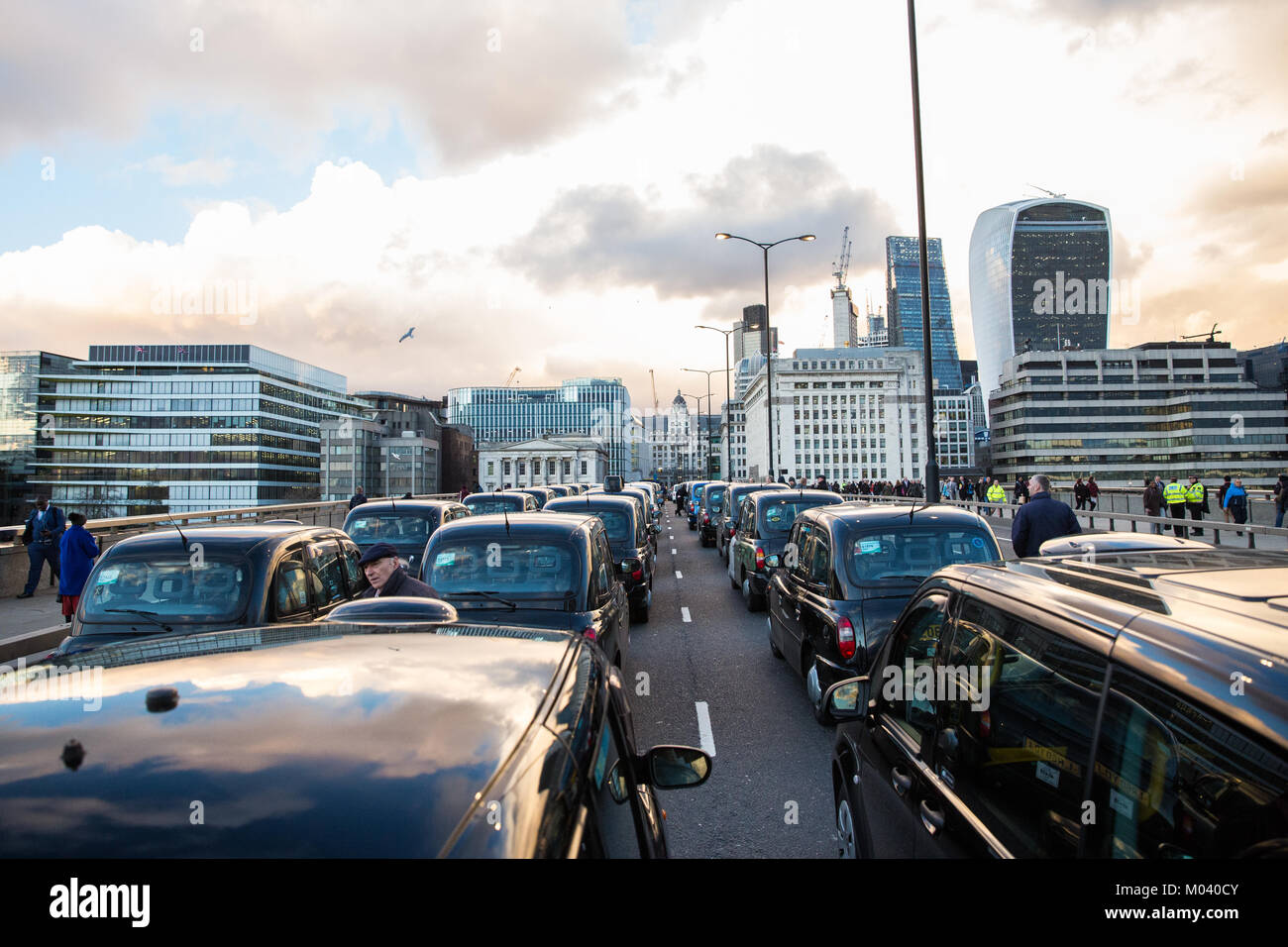 London, UK. 18th January, 2018. Black cab drivers block London Bridge in the latest of a series of protests in response - Stock Image