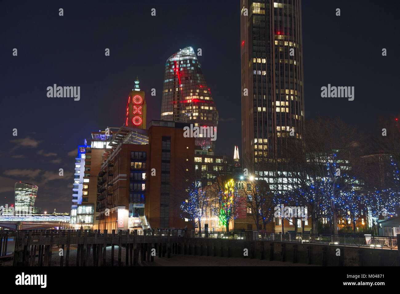 London, UK. 18th Jan, 2018. Clear and cold night in central London under the stars with landmark buildings lit up. - Stock Image