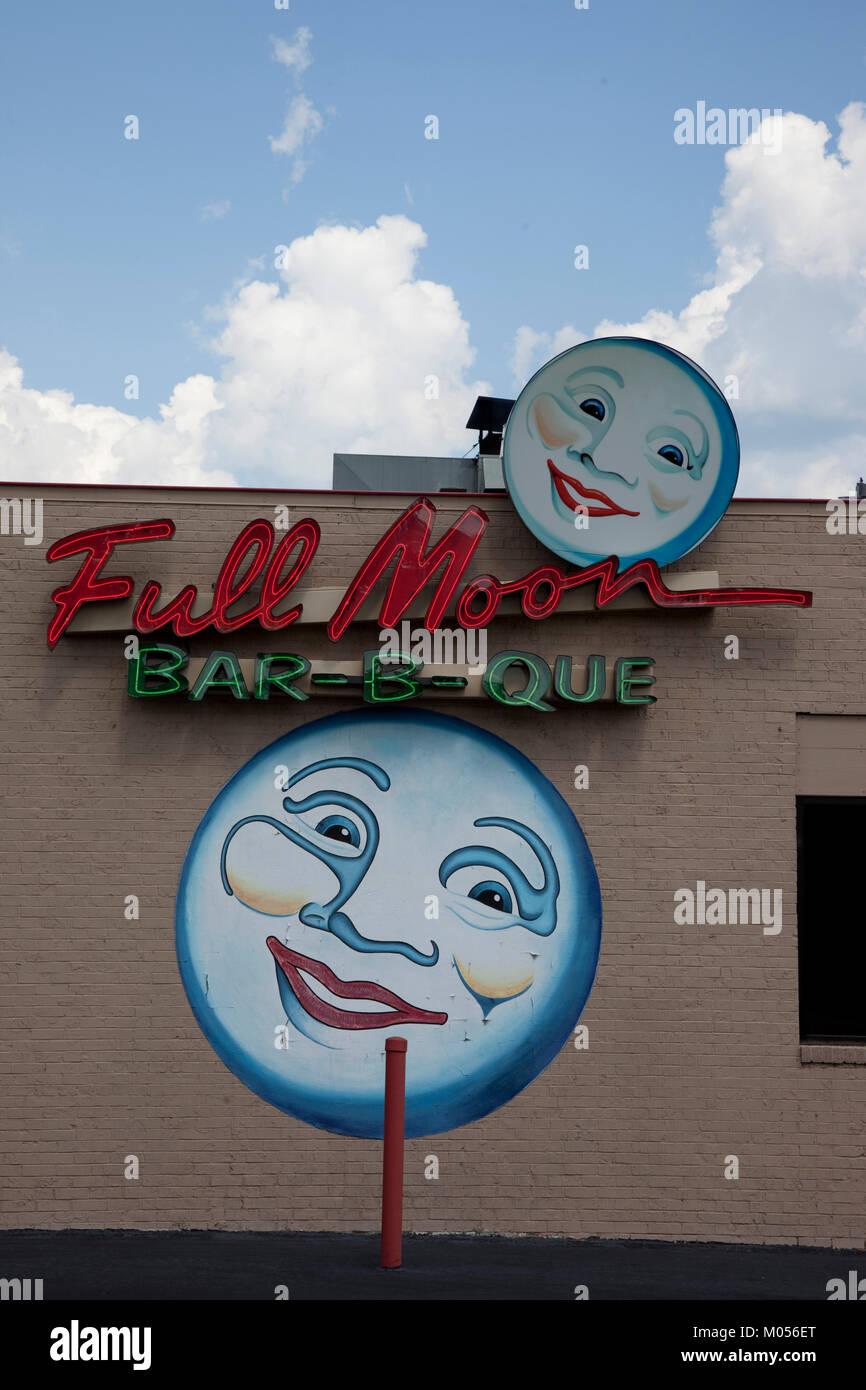 Full Moon Bar-b-que signs in Tuscaloosa, Alabama - Stock Image