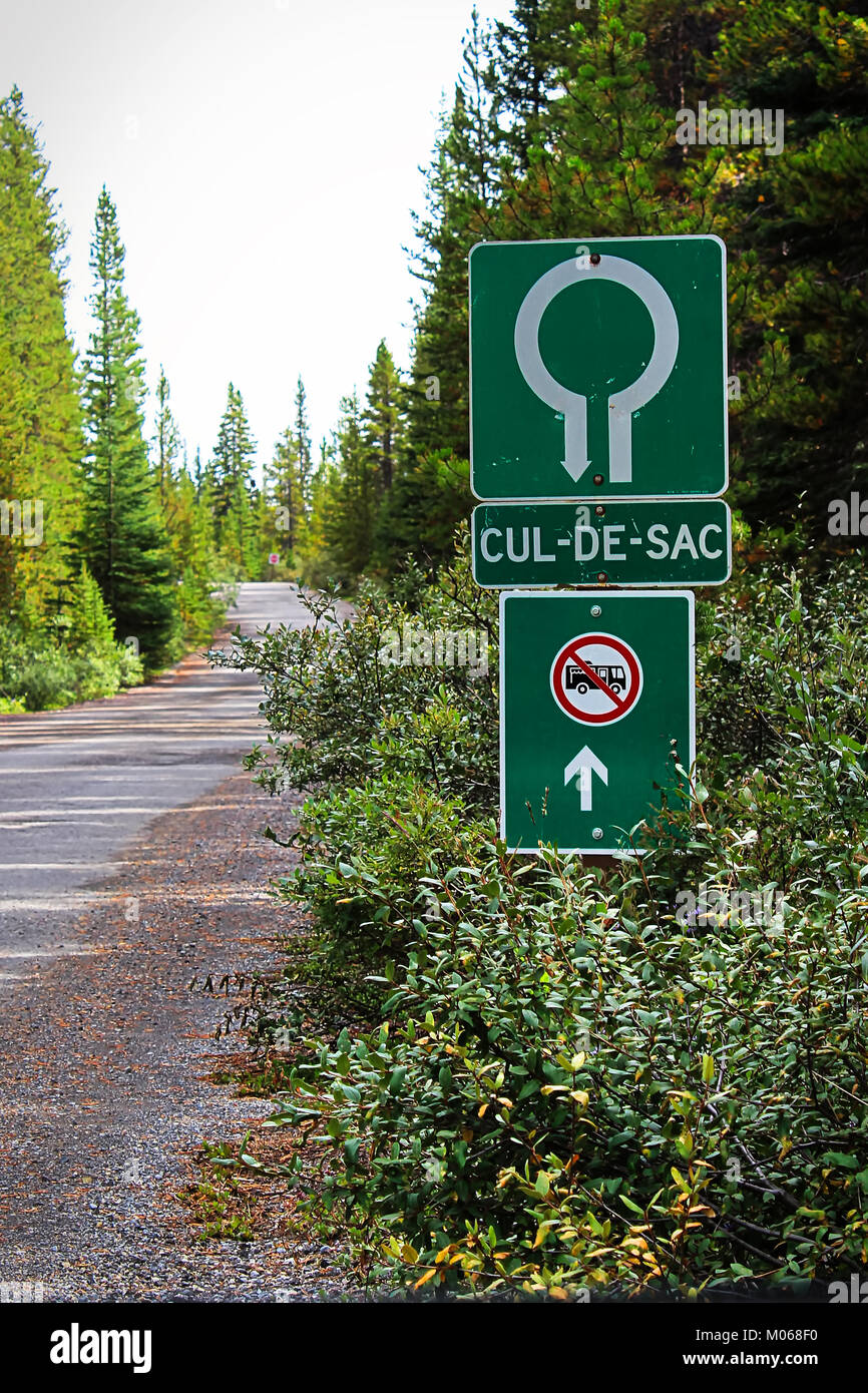 A Cul-De-Sac and No RV entry sign - Stock Image