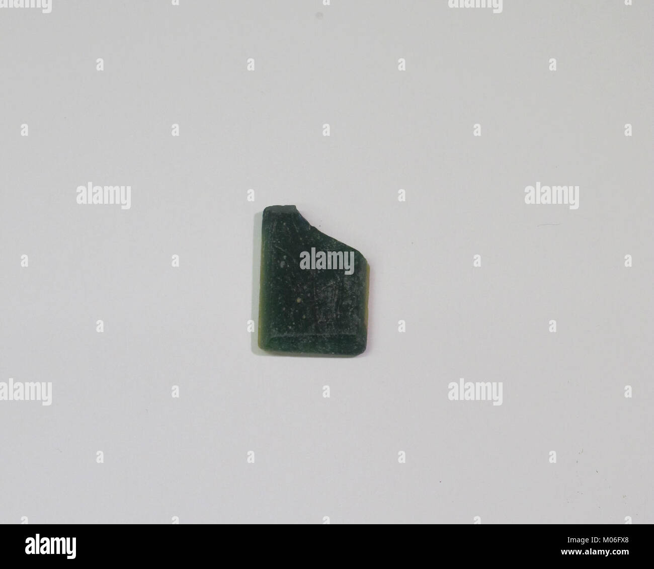 Inlay fragment, green and yellow rectangle with bevelled edge MET Dish U Unacc.28A.13 - Stock Image