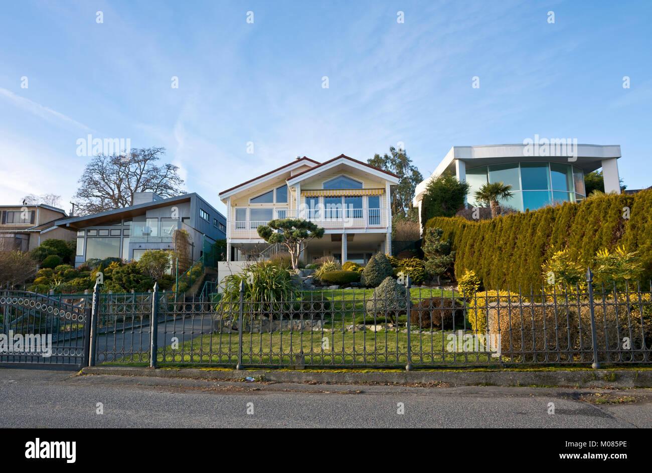 Luxury Homes Overlooking The Ocean In Greater Victoria, British Columbia,  Canada. Houses On Esplanade In Oak Bay.