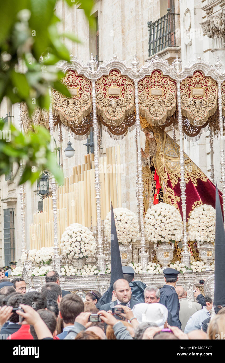 Float of pallium of the brotherhood of 'Los Estudiantes' leaving in procession of its church on Holy Tuesday. - Stock Image