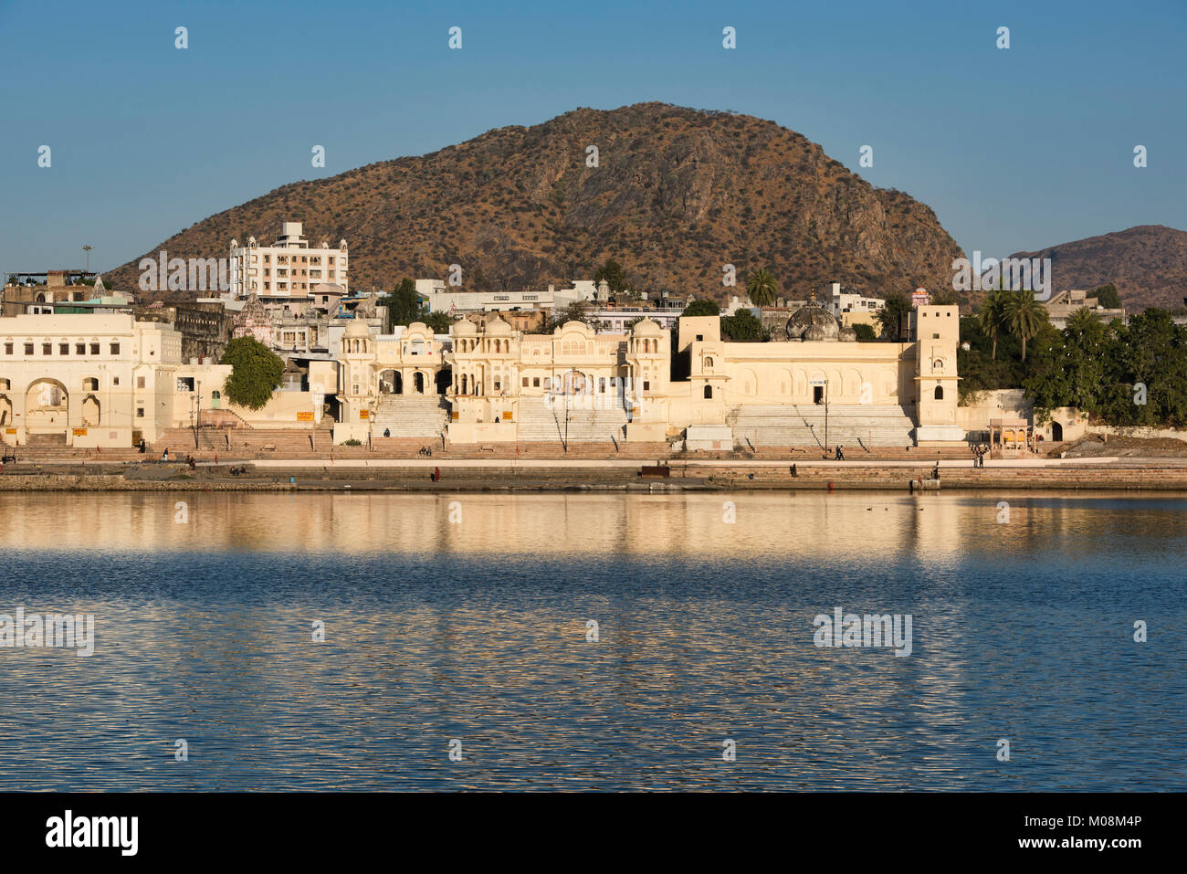 Gleaming Gwalior Ghat in the holy town of Pushkar, Rajasthan, India - Stock Image