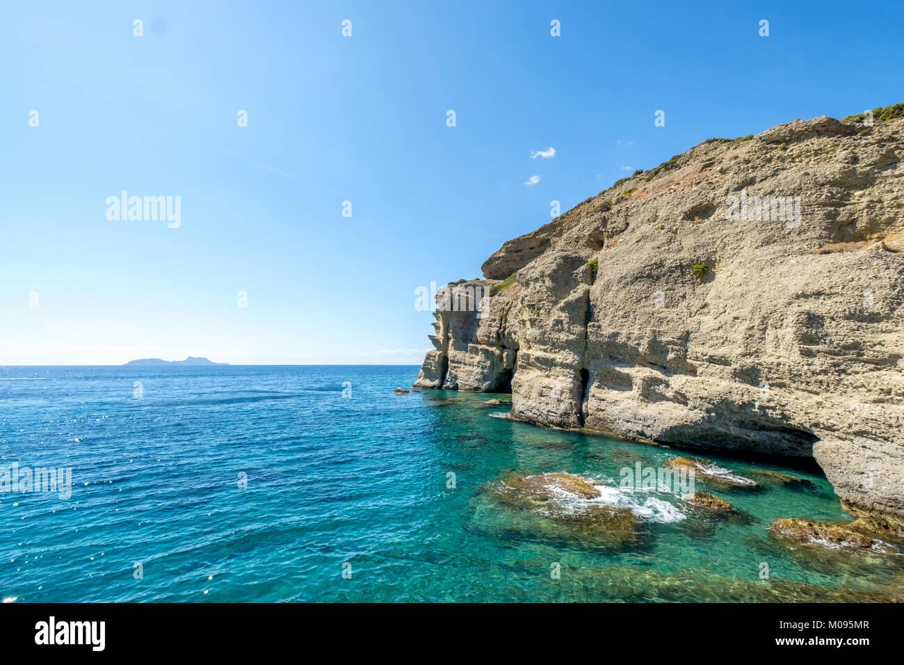 Felsenküste auf der Südseite der Insel bei Agia Galini,Mitttelmeer,  Europa, Kreta, Griechenland, Agia - Stock Image