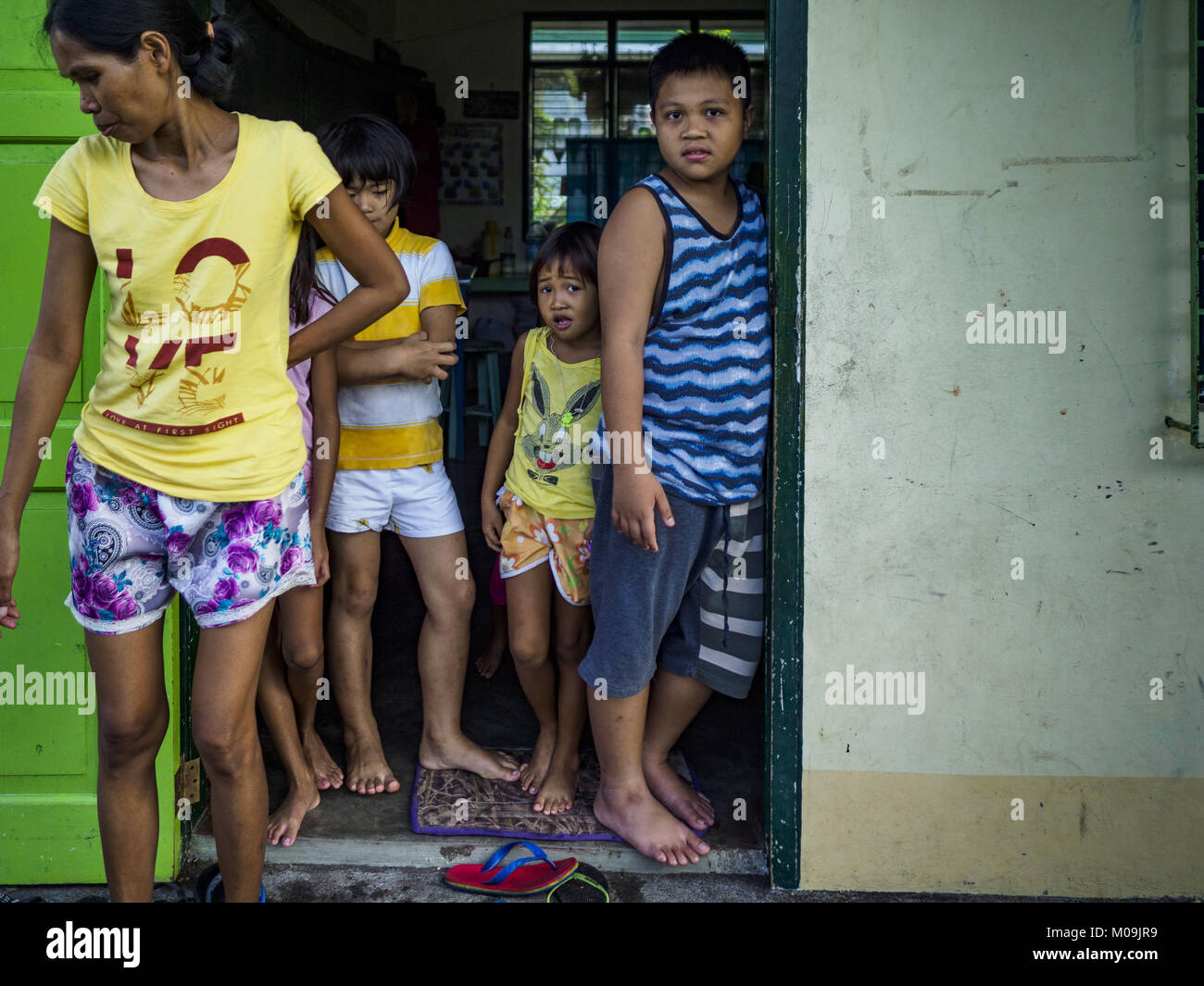 Camalig, Albay, Philippines. 20th Jan, 2018. Children in the doorway of their dorm, which is actually a classroom, - Stock Image