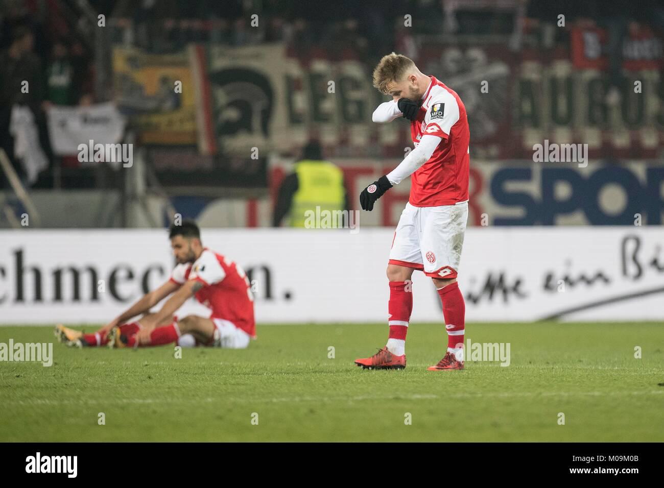 dejected after Spielschluss: die Mainzer Spieler Alexandru MAXIM (MZ)(r.) und Gerrit HOLTMANN (MZ); Fussball 1. - Stock Image