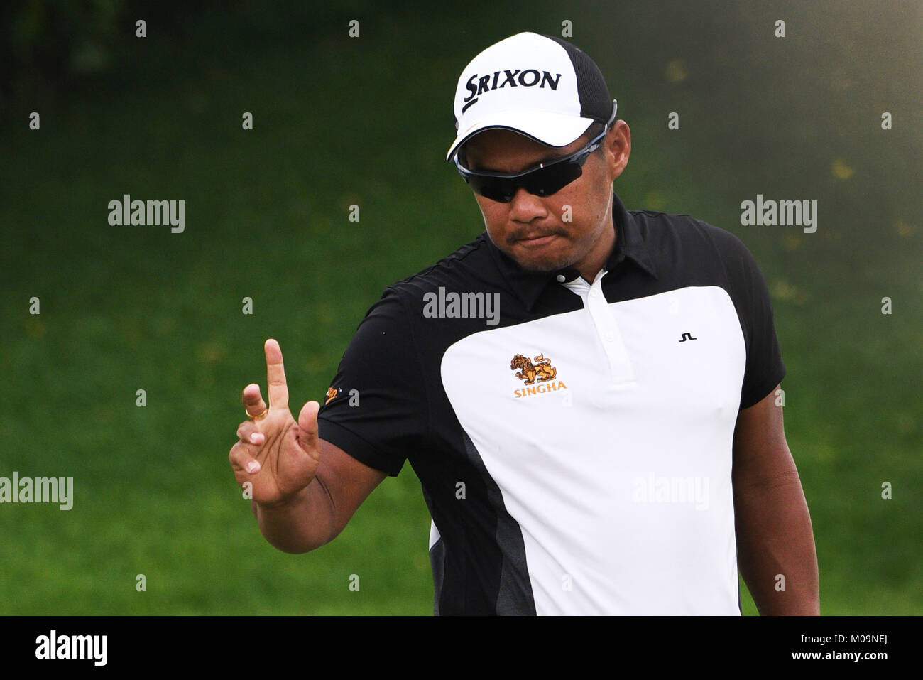 Singapore. 20th Jan, 2018. Thailand's player Chapchai Nirat acknowledges the crowd during the 3rd round of the - Stock Image