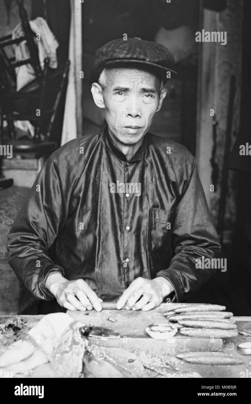 Chinese Cigar Maker in Native Costume - Stock Image