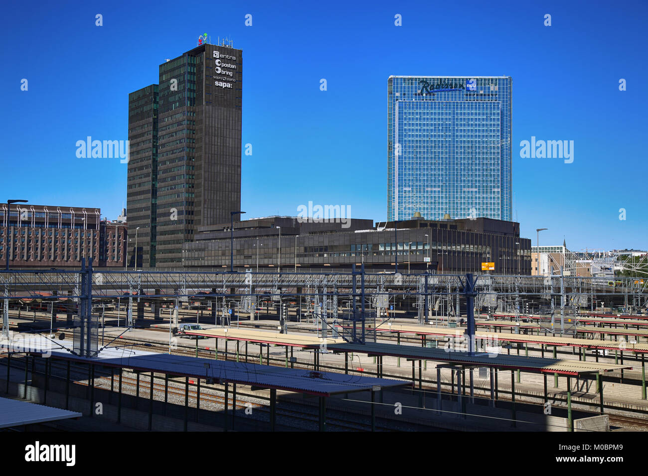 OSLO, NORWAY – AUGUST 17, 2016: View on railway tracks and modern buildings Posthuset 'Postgirobygget' Radisson - Stock Image