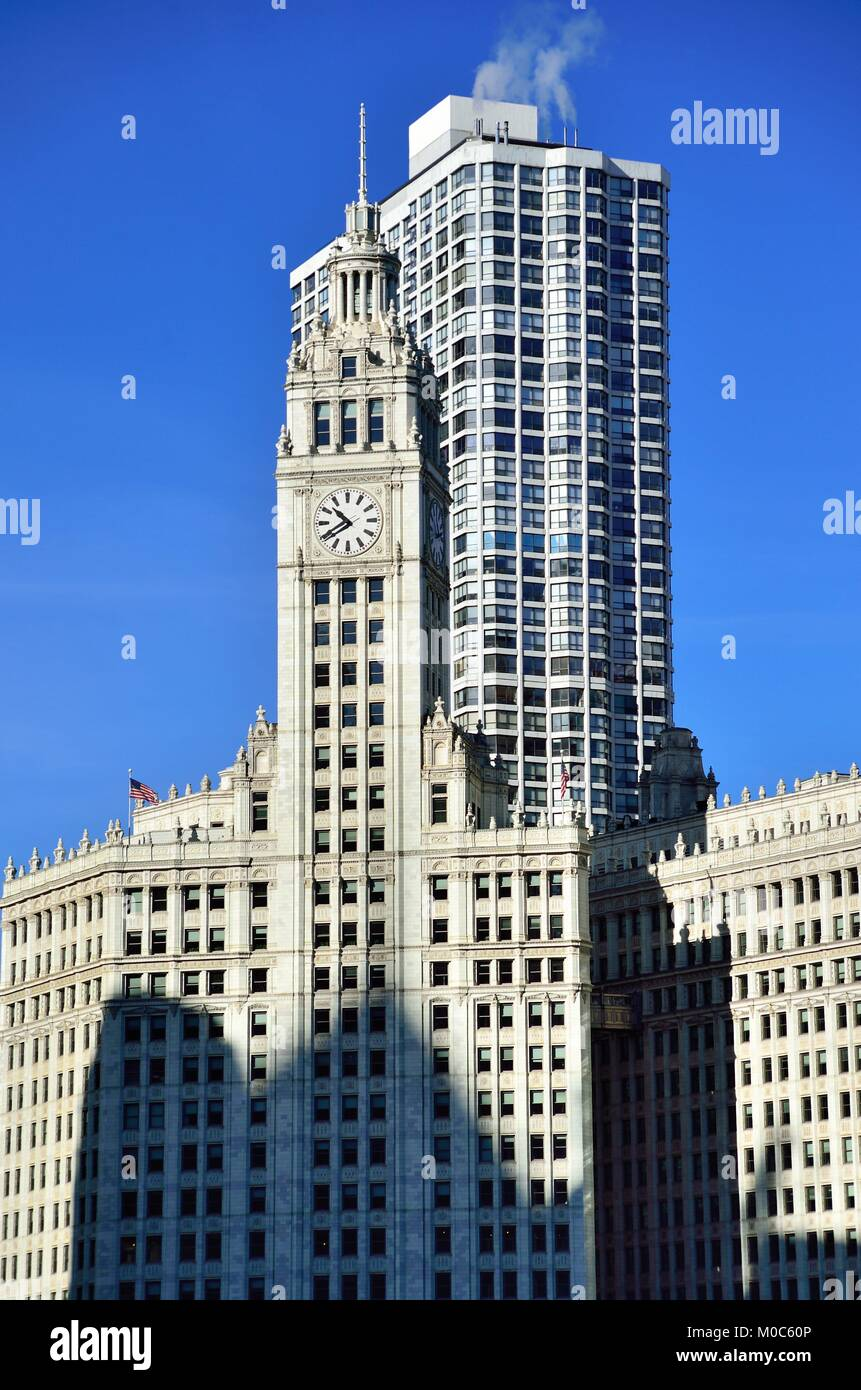 The white terra-cotta clad Wrigley Building along the north shore of the Chicago River at Michigan Avenue. Chicago, - Stock Image