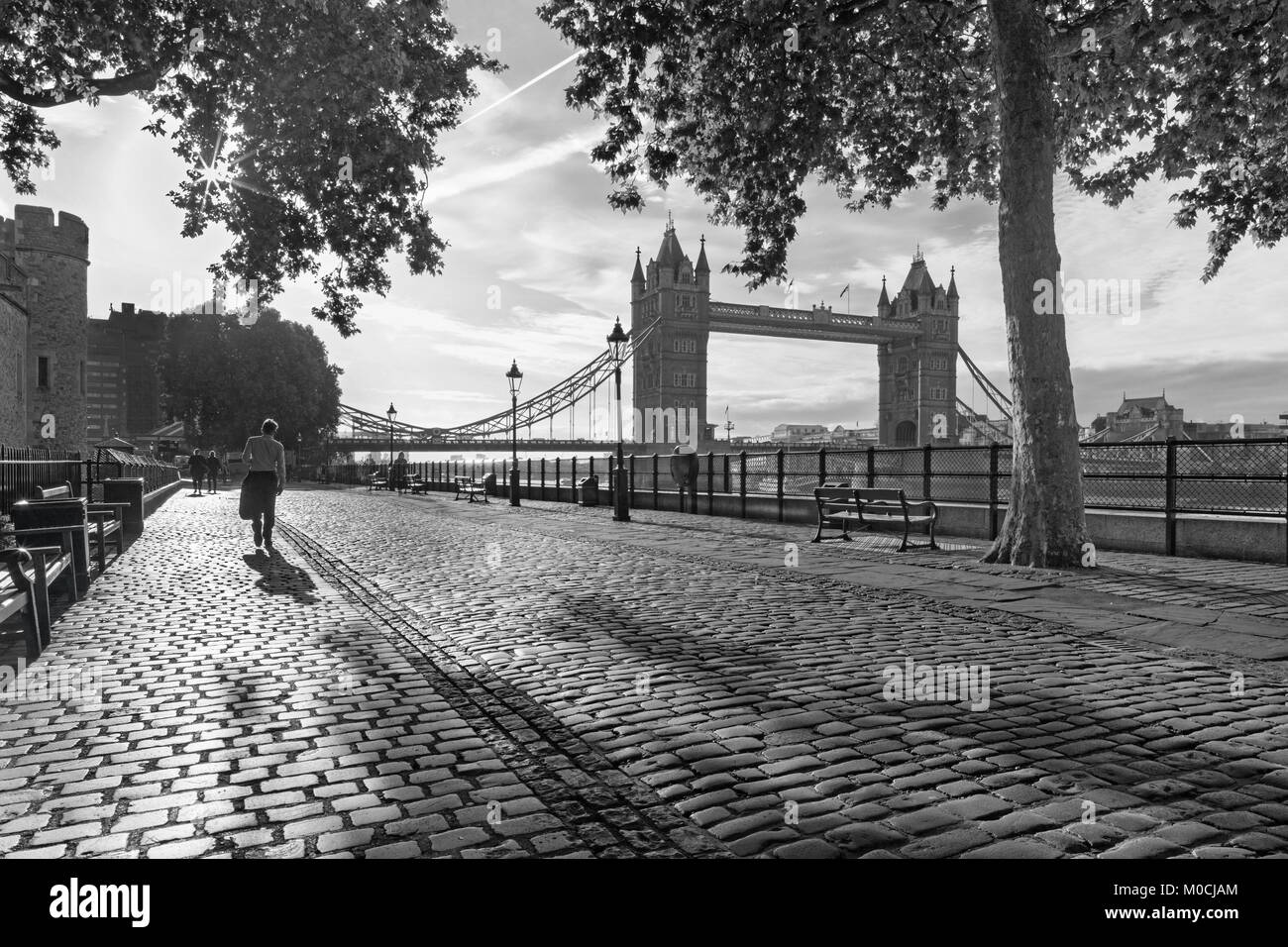 London - The  promenade and Tower bridge in morning light. - Stock Image