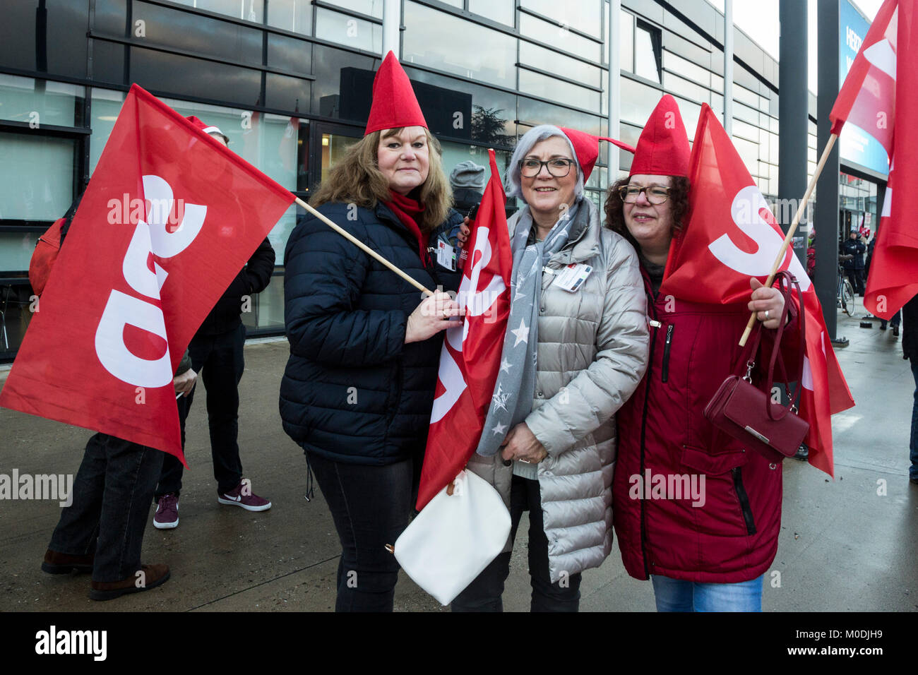 Bonn, Germany. 21 January 2018. Party members outside the convention centre protesting against a possible grand - Stock Image